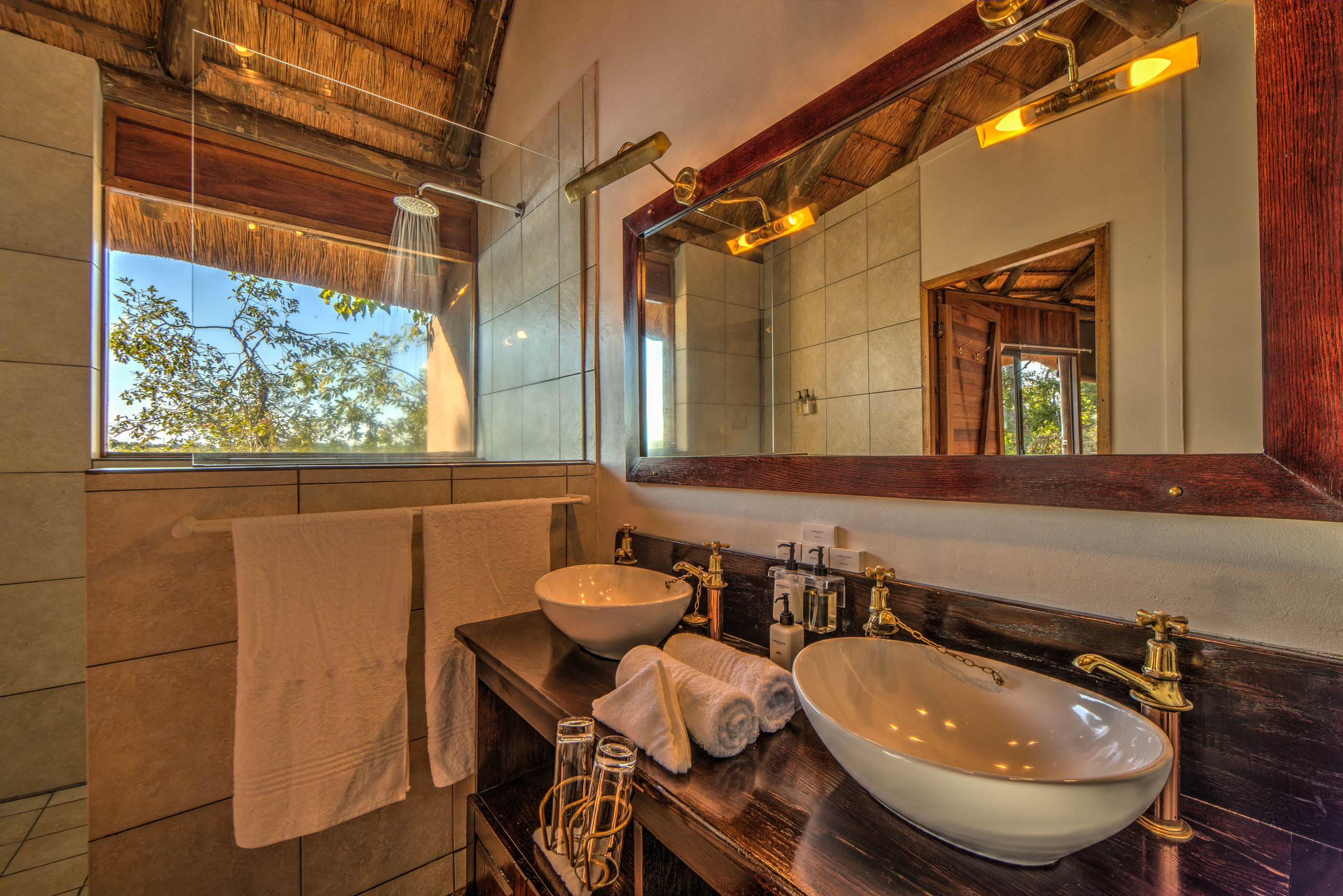 xugana-island-lodge-guest-room-bathroom1.jpg