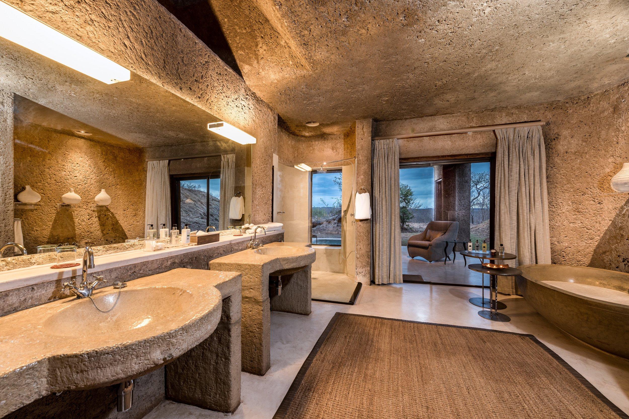 earth_lodge_luxury_suite_bathroom.jpg