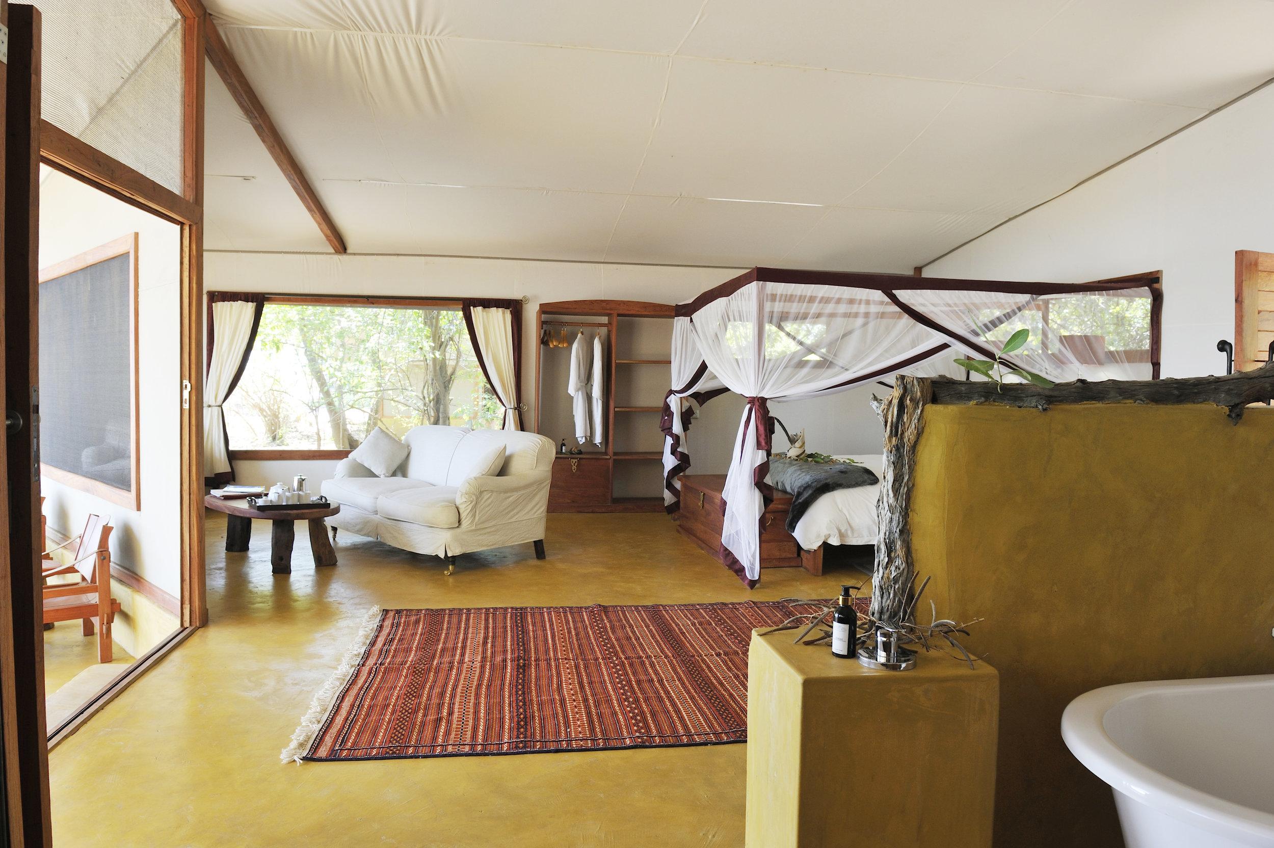 pb_safari_tent_-_with_bedroom1.jpg