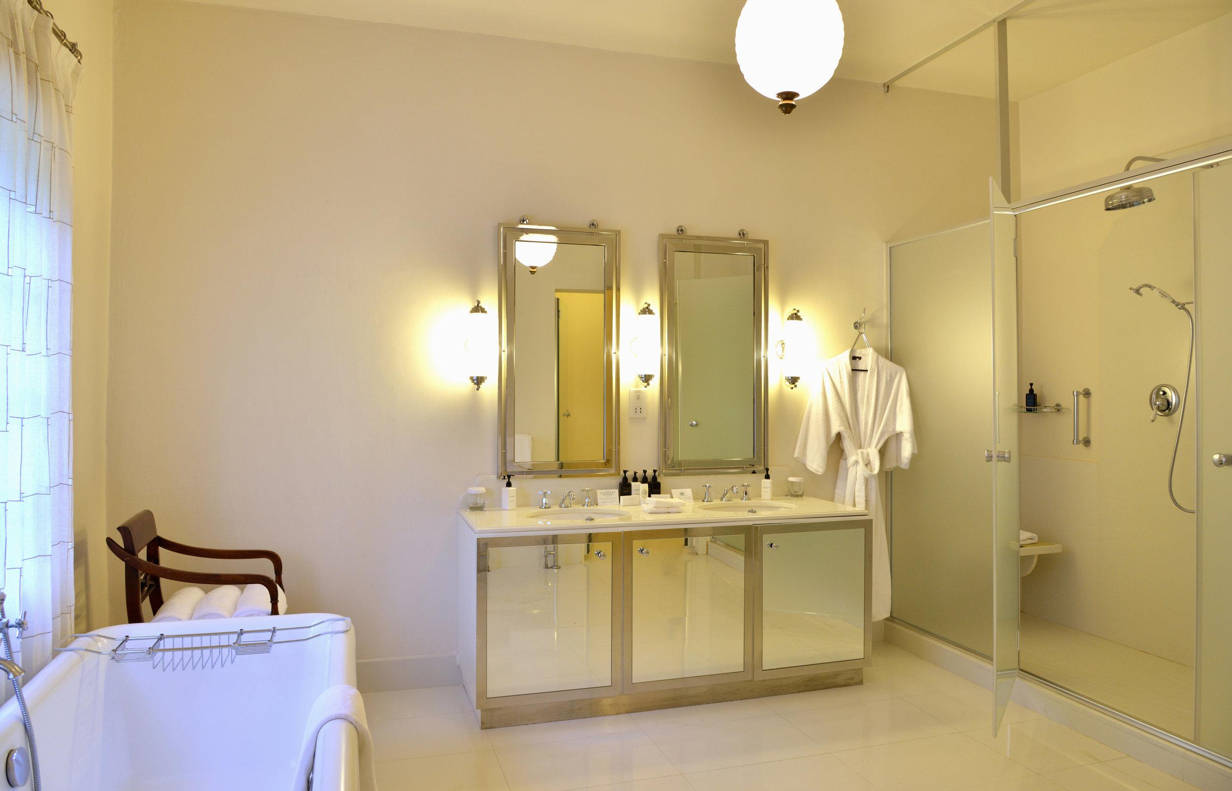 9-presidential-suite-bathroom1.jpg