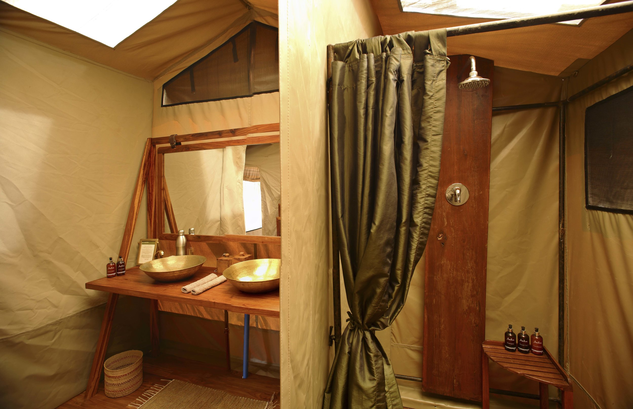 Olakira-Double-vanity-en-suite-bathroom-with-plumbed-shower.jpg