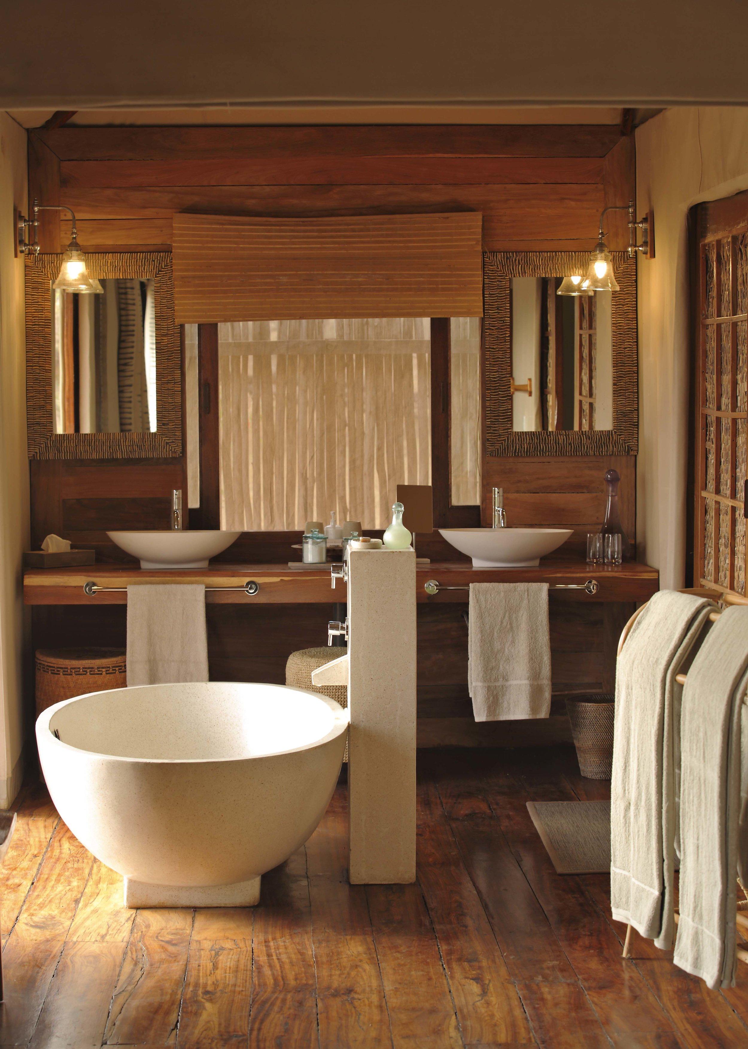 Sayari-bathroom-bathtub.jpg