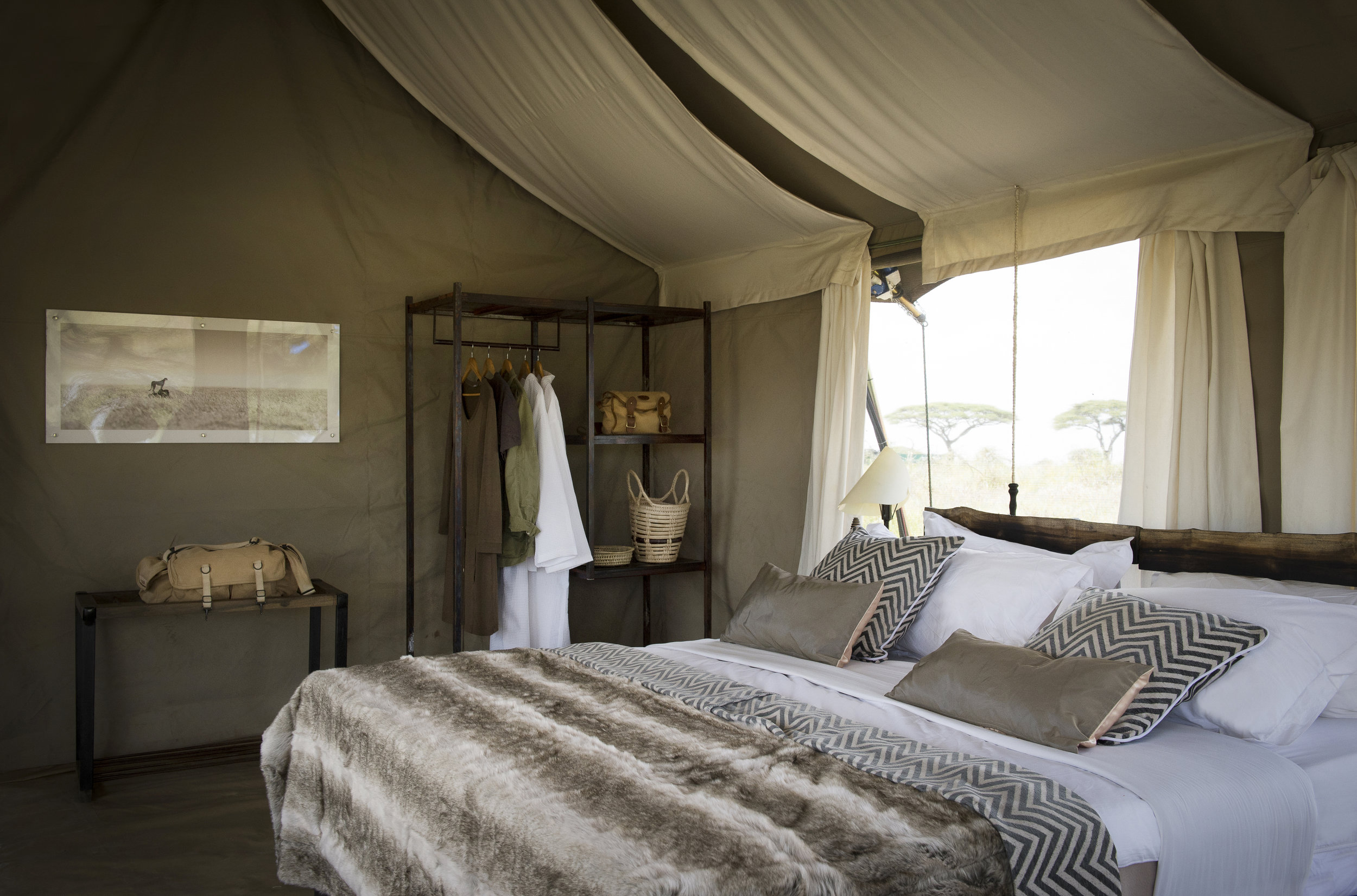 Namiri-Plains-guest-bedroom-interior-HR-Eliza-Deacon.jpg
