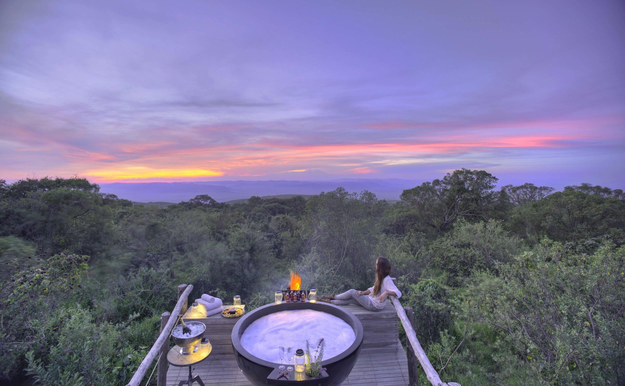 The-Highlands-honeymoon-hot-tub-sunset.jpg