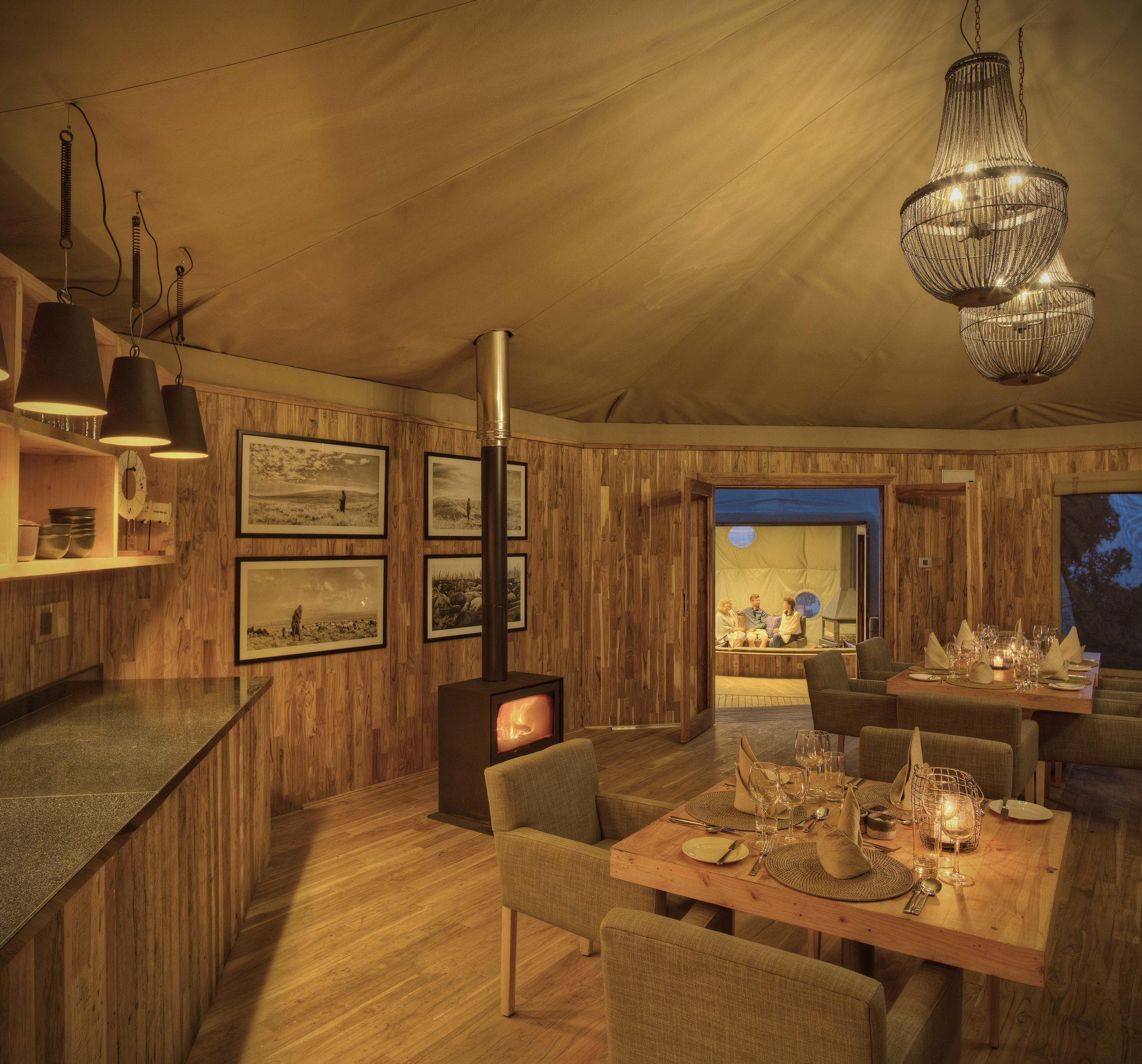 The-Highlands-dining-room.jpg