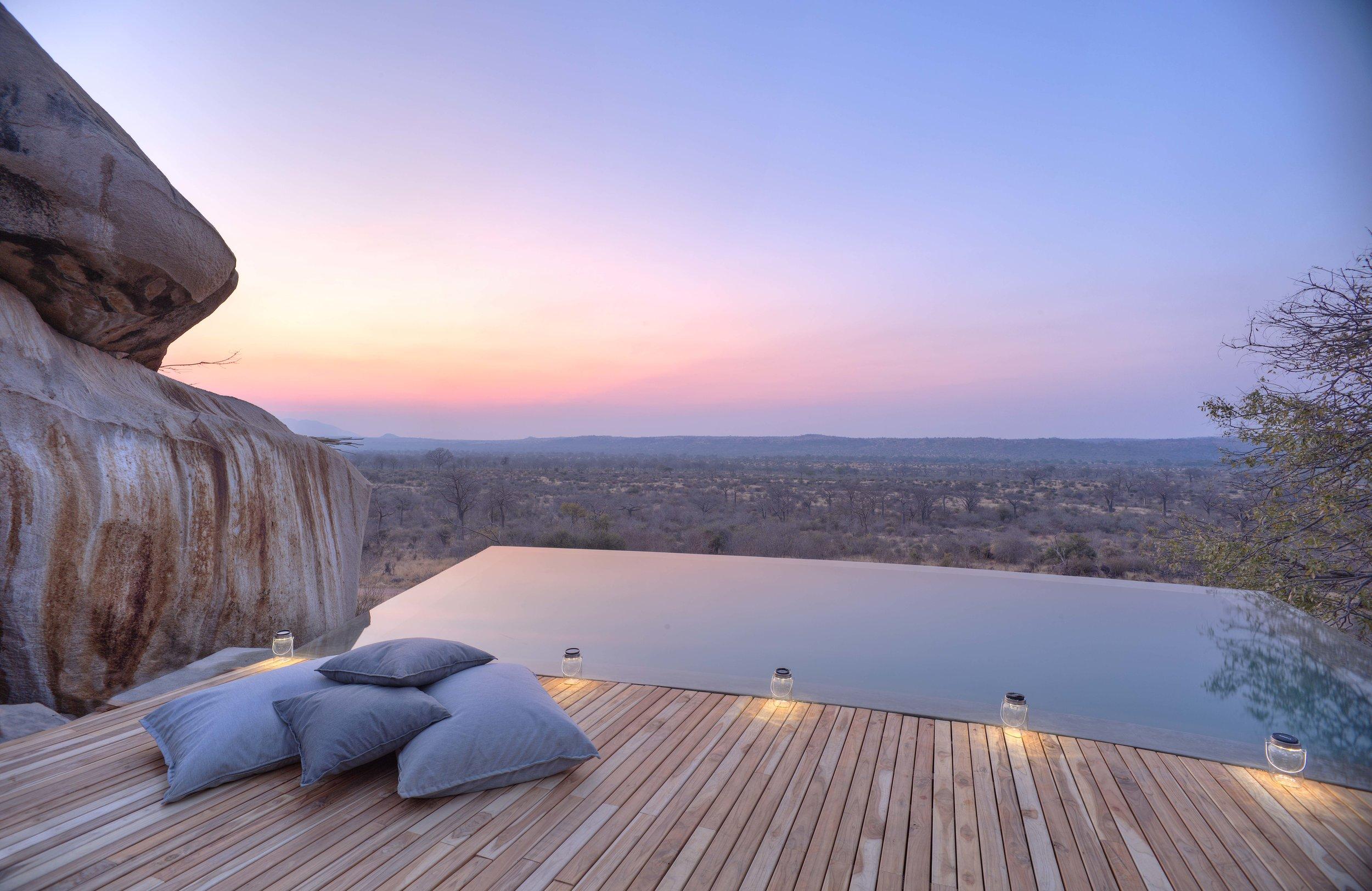 Dusk-at-Jabali-Infinity-Pool.jpg