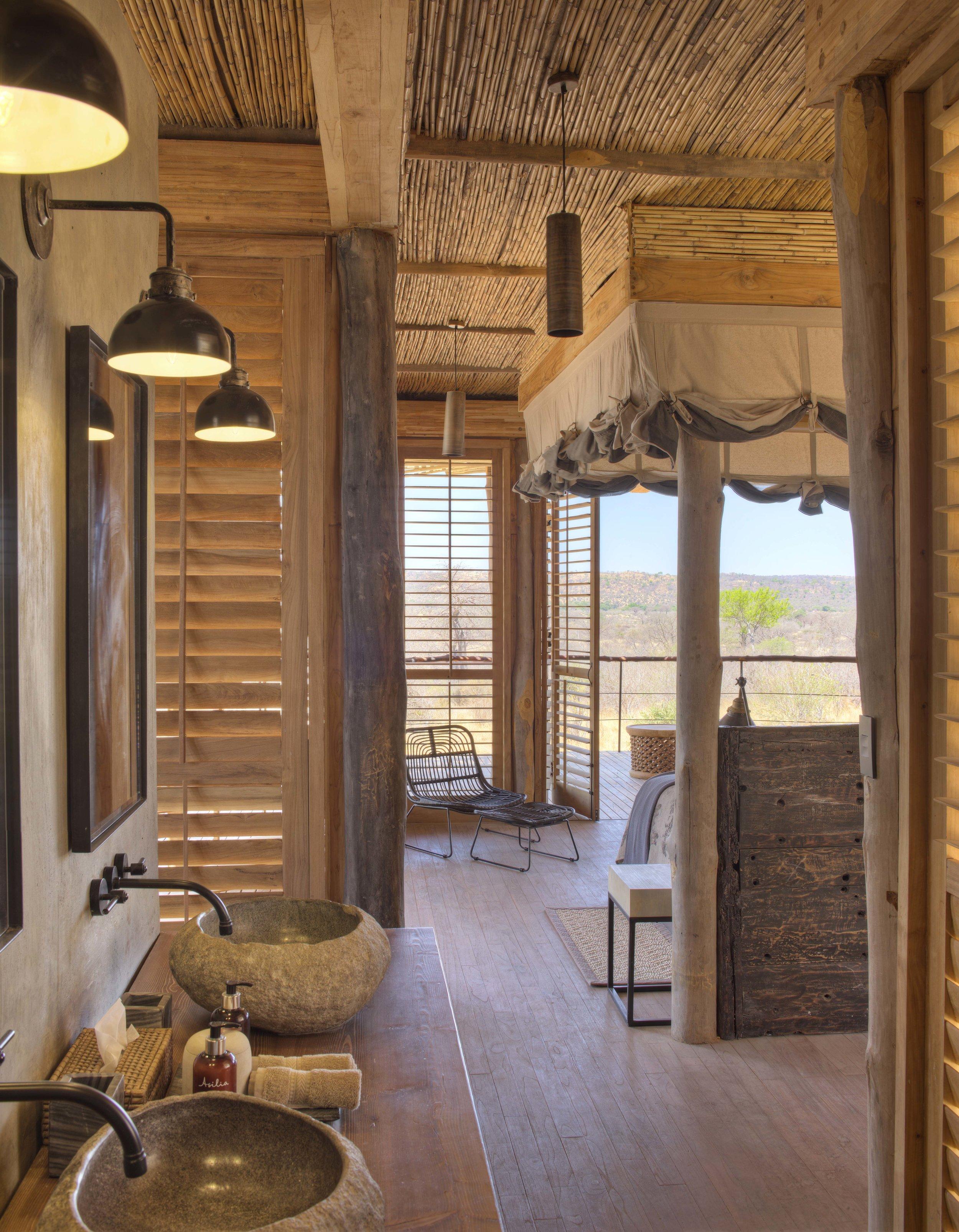 Jabali-en-suite-bathroom-with-view-into-room.jpg