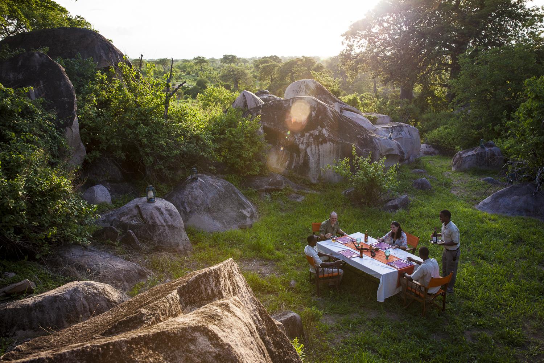 Jabali-Ridge-outdoor-sunset-lunch.jpg