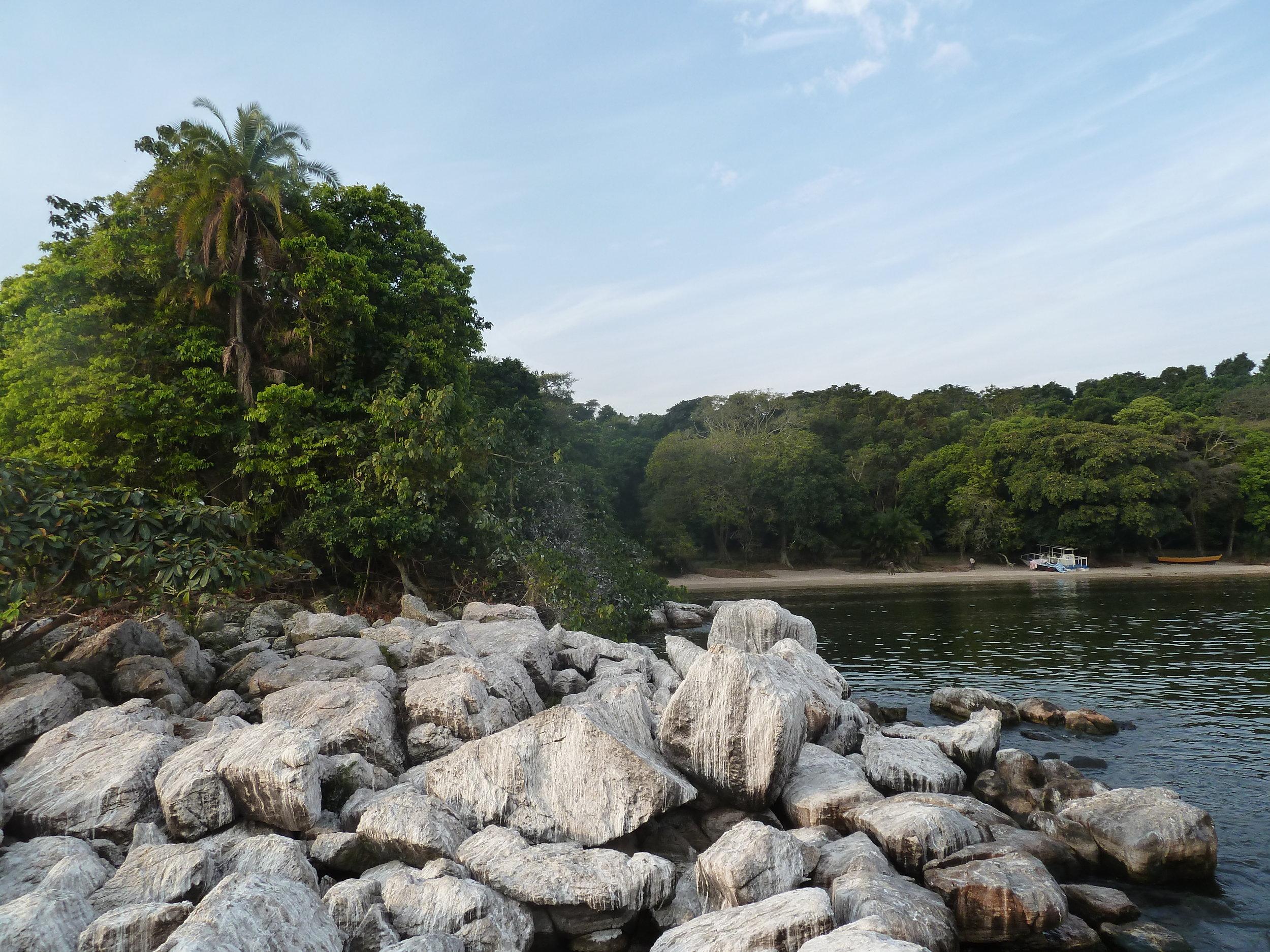 Rubondo-Island-Camp-beach-rocks.JPG
