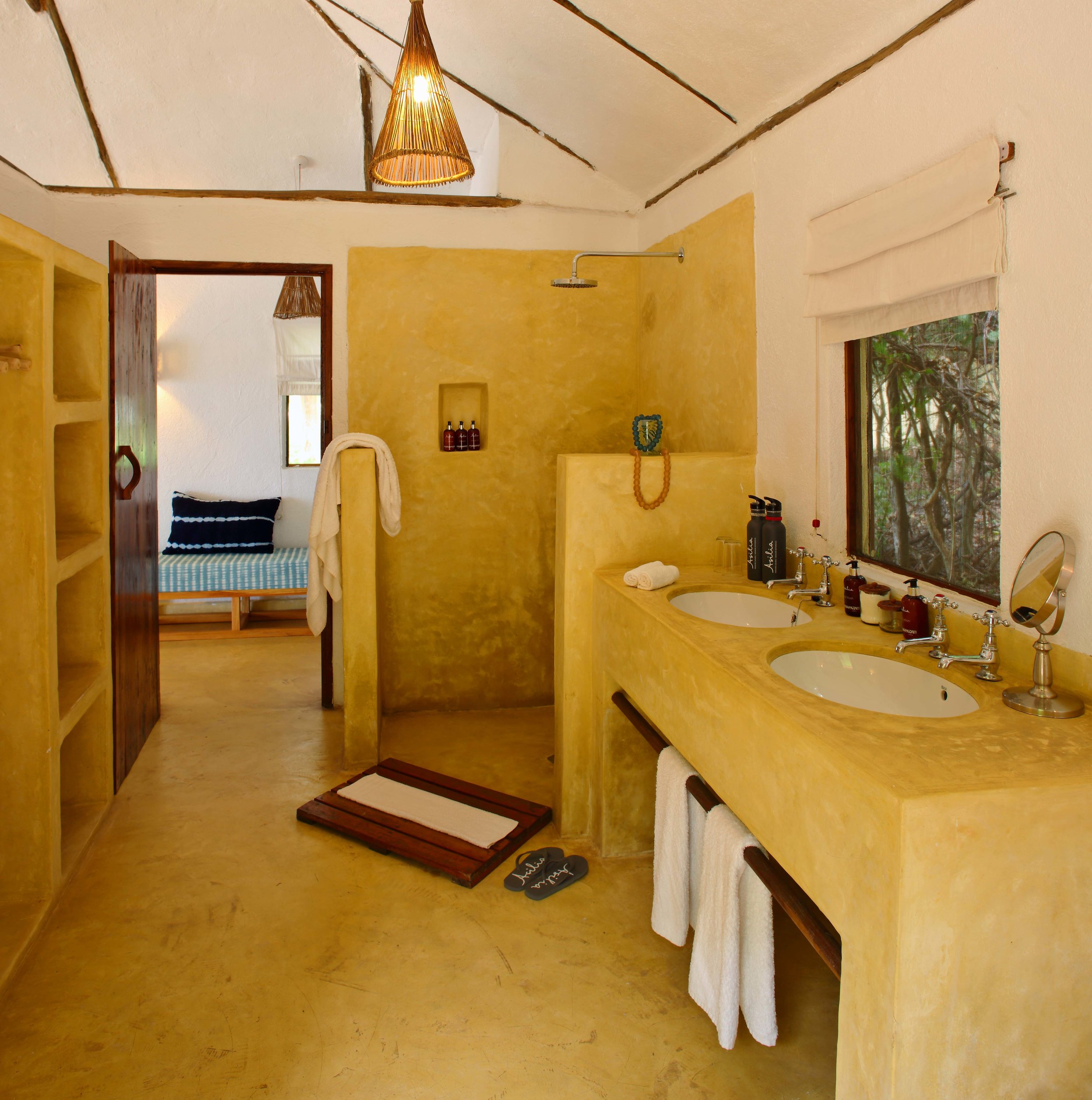 Rubondo-Island-En-suite-bathroom.jpg