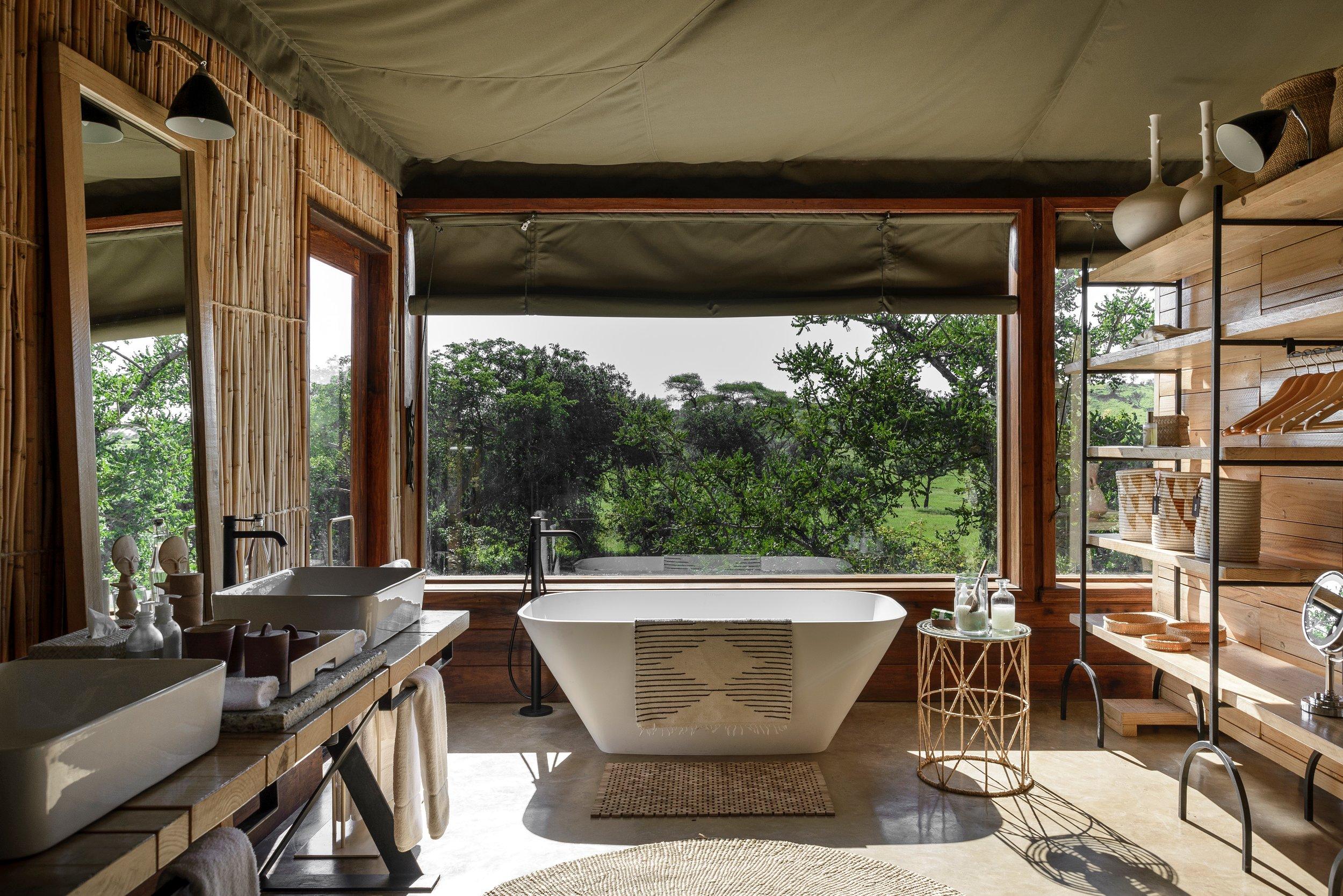 singita_faru_faru_lodge_-_suite_bathroom_with_a_view1.jpg
