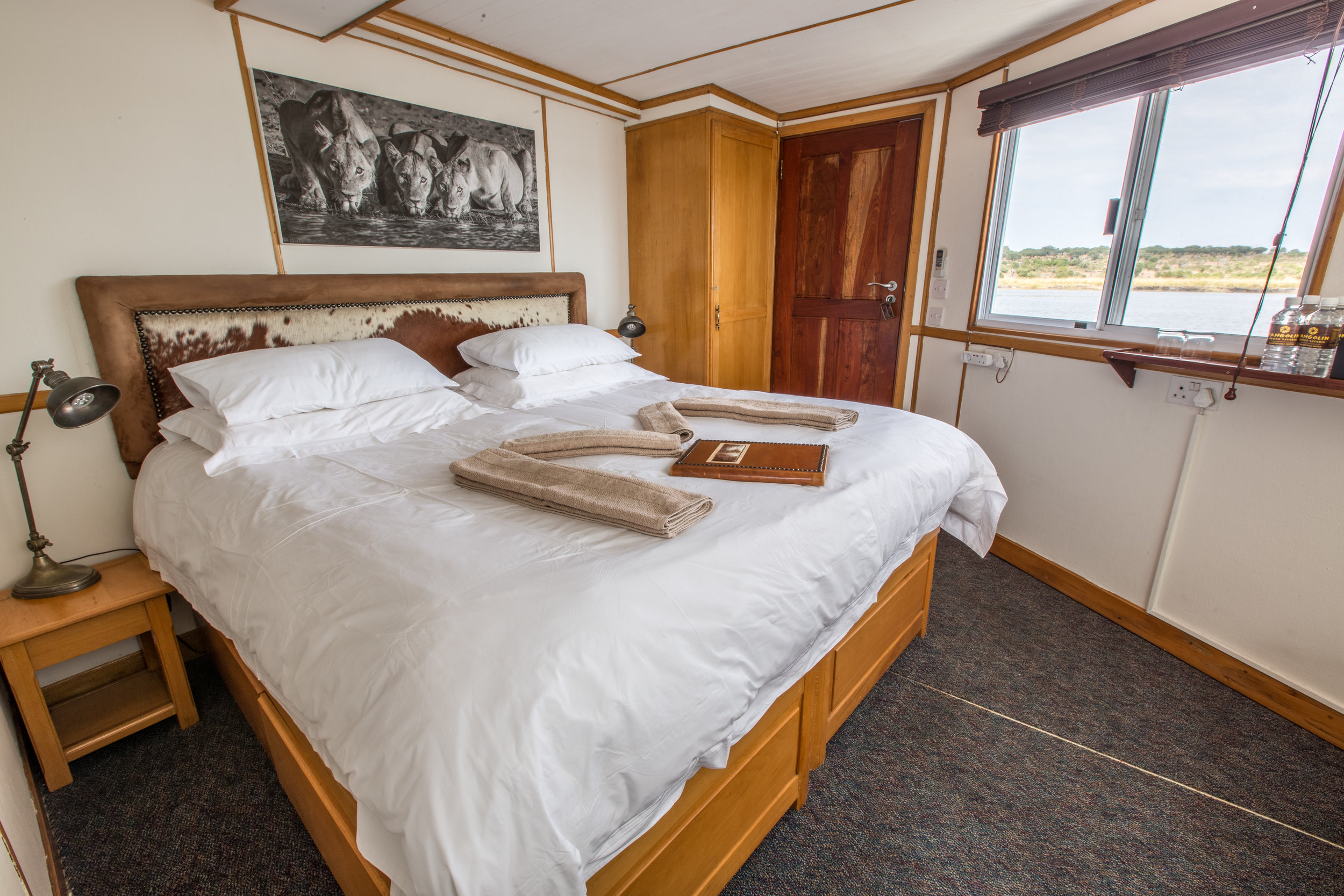 zambezi queen cruises - chobe - pangolin voyager