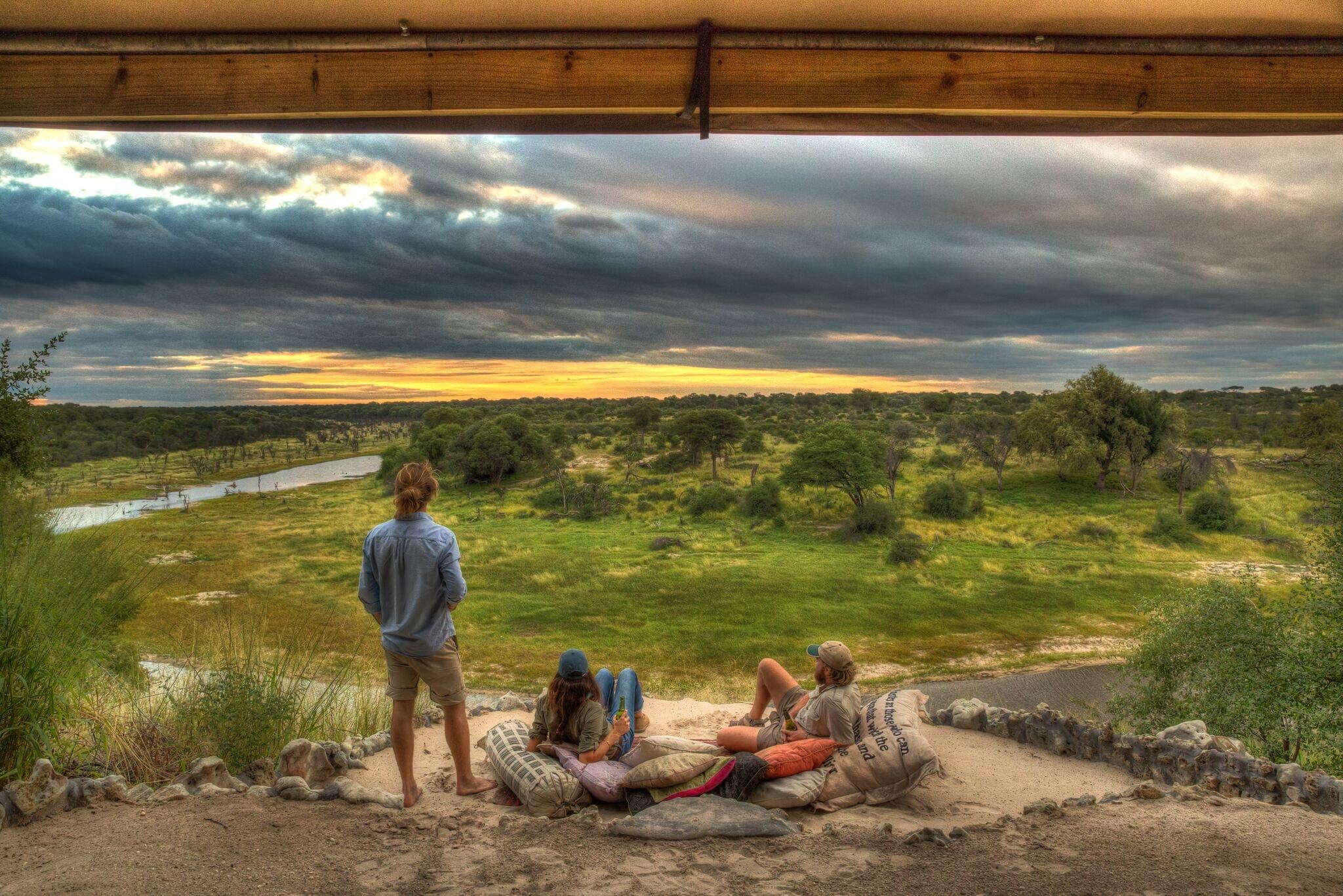 5meno_a_kwena_-_veranda_view_over_makgadikgadi_national_park.jpg
