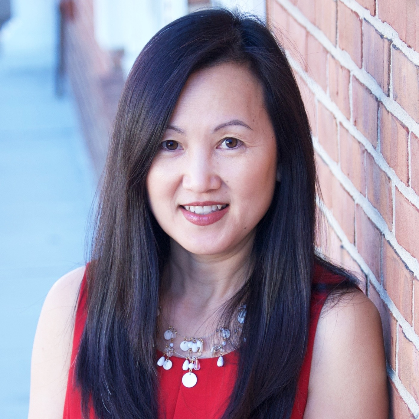 As a C-Suite executive turned Wealth Advisor, Elaine Lee understands being a corporate executive brings wealth challenges. She helps her clients simplify their financial lives with customized strategies so that can pursue what's important to them.