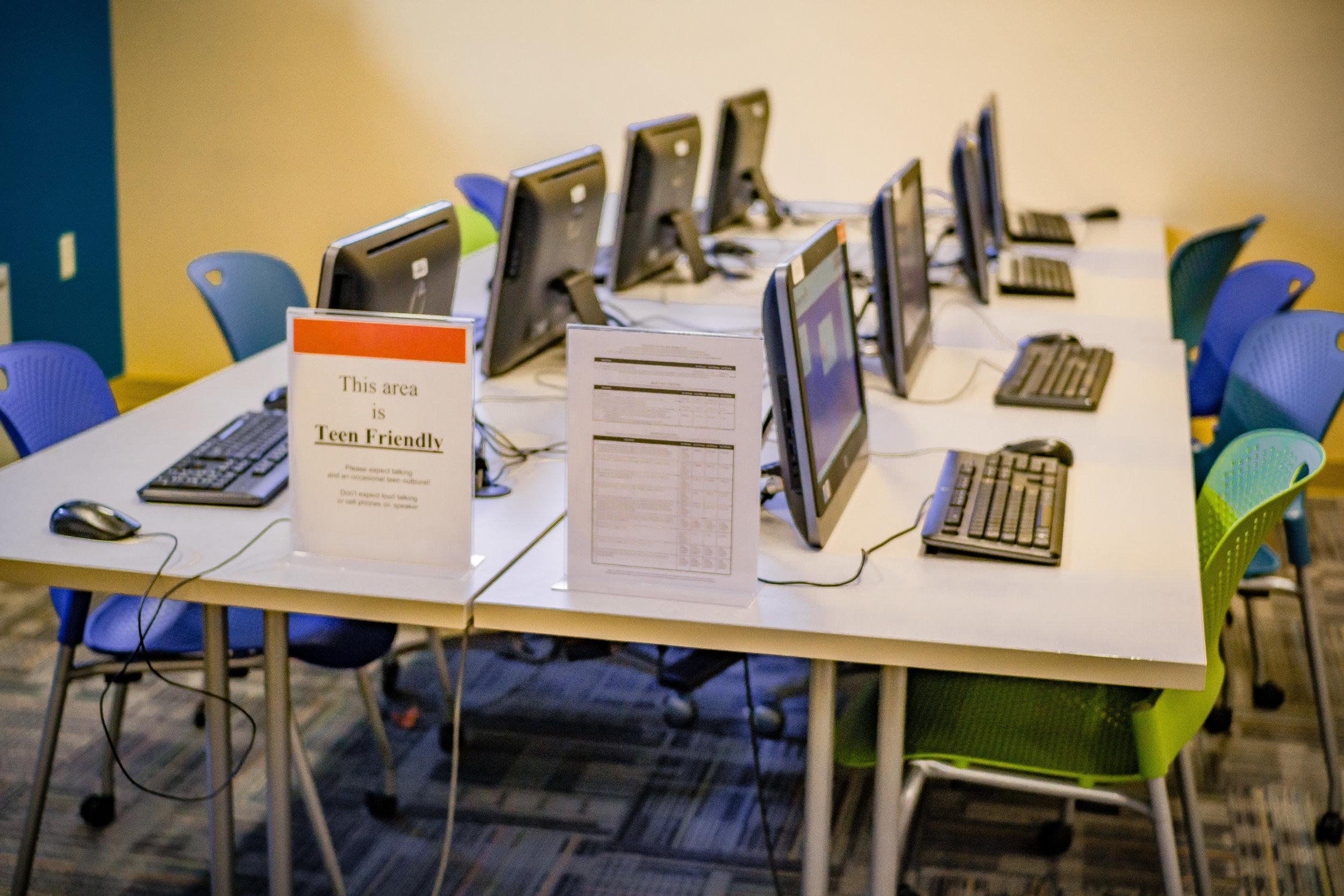 Computer area in Clifton Library Branch / photo by Salvador Mendoza
