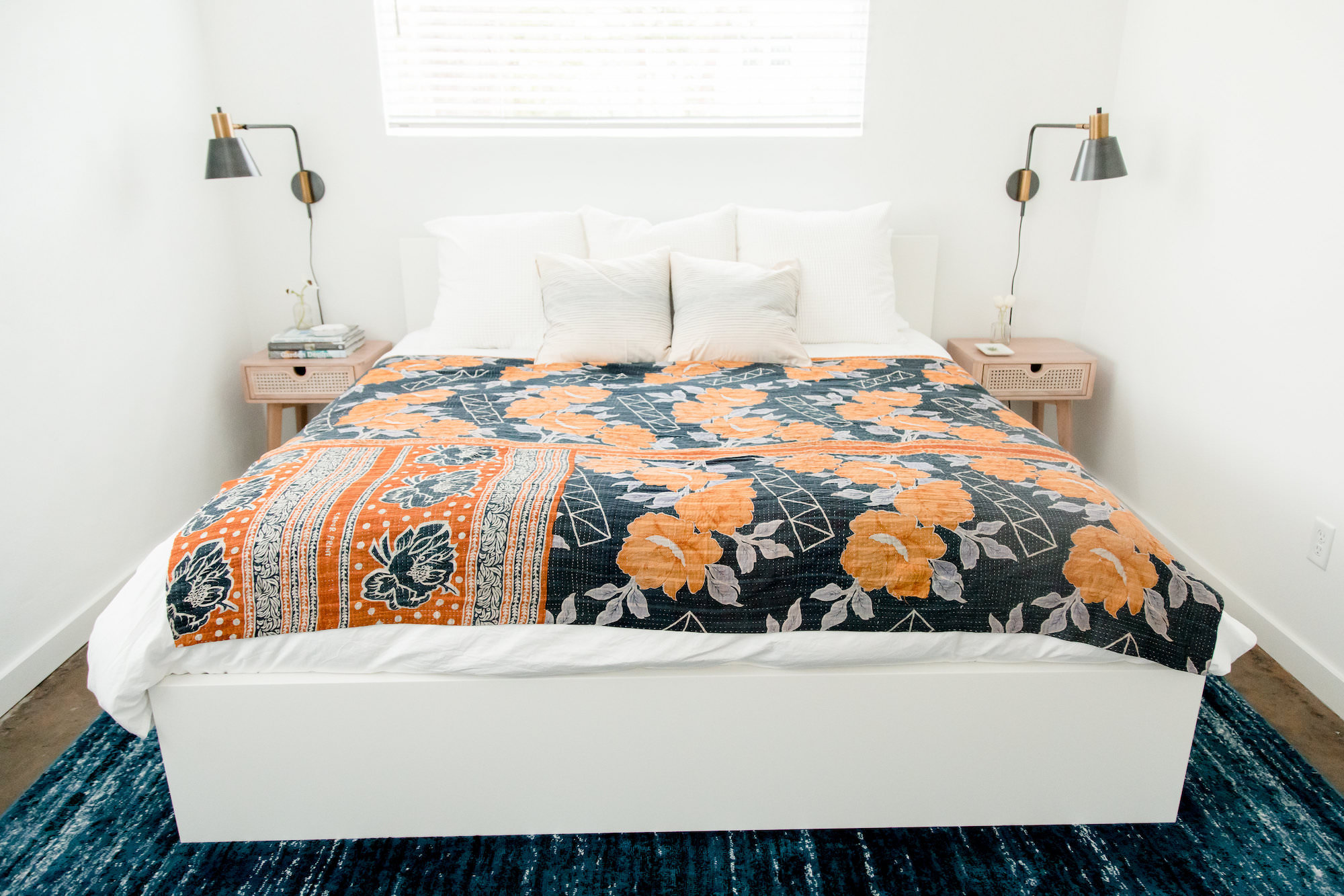 mid-century-modern-rental-white-bedroom-orange-comforter-the-park-ivy-web-resolution.jpg