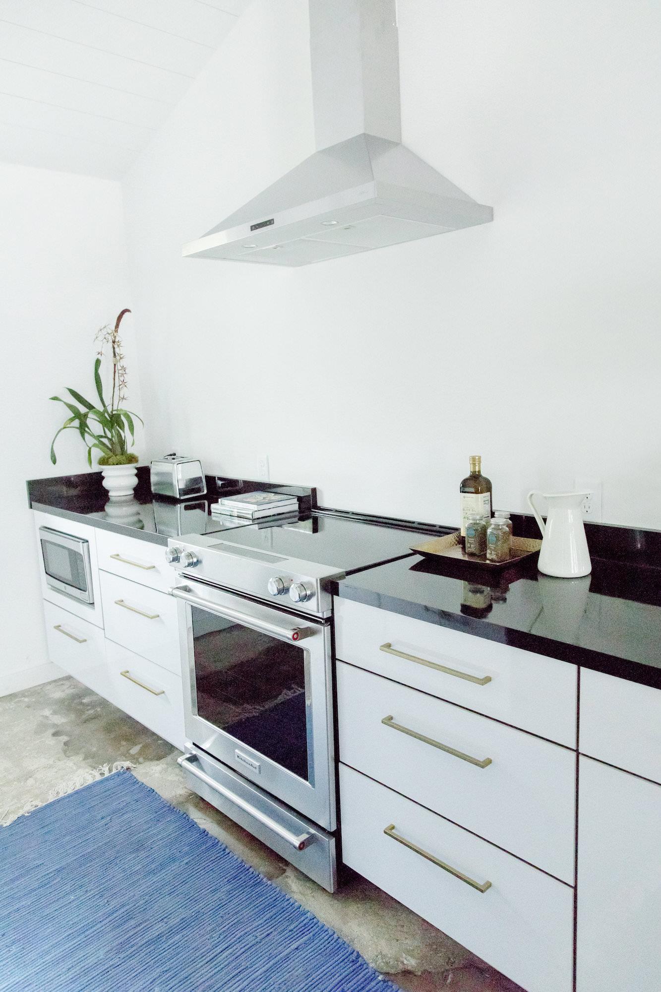 mid-century-modern-kitchen-the-park-black-white-web-res.jpg