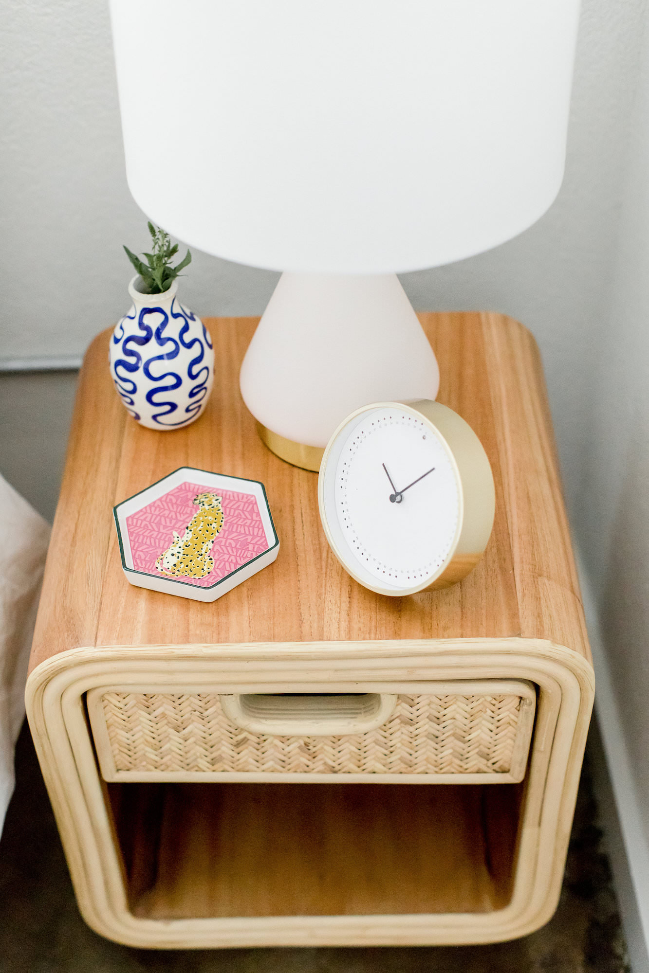 mid-century-modern-vacation-rental-the-park-bed-side-table-lamp-web-res.jpg