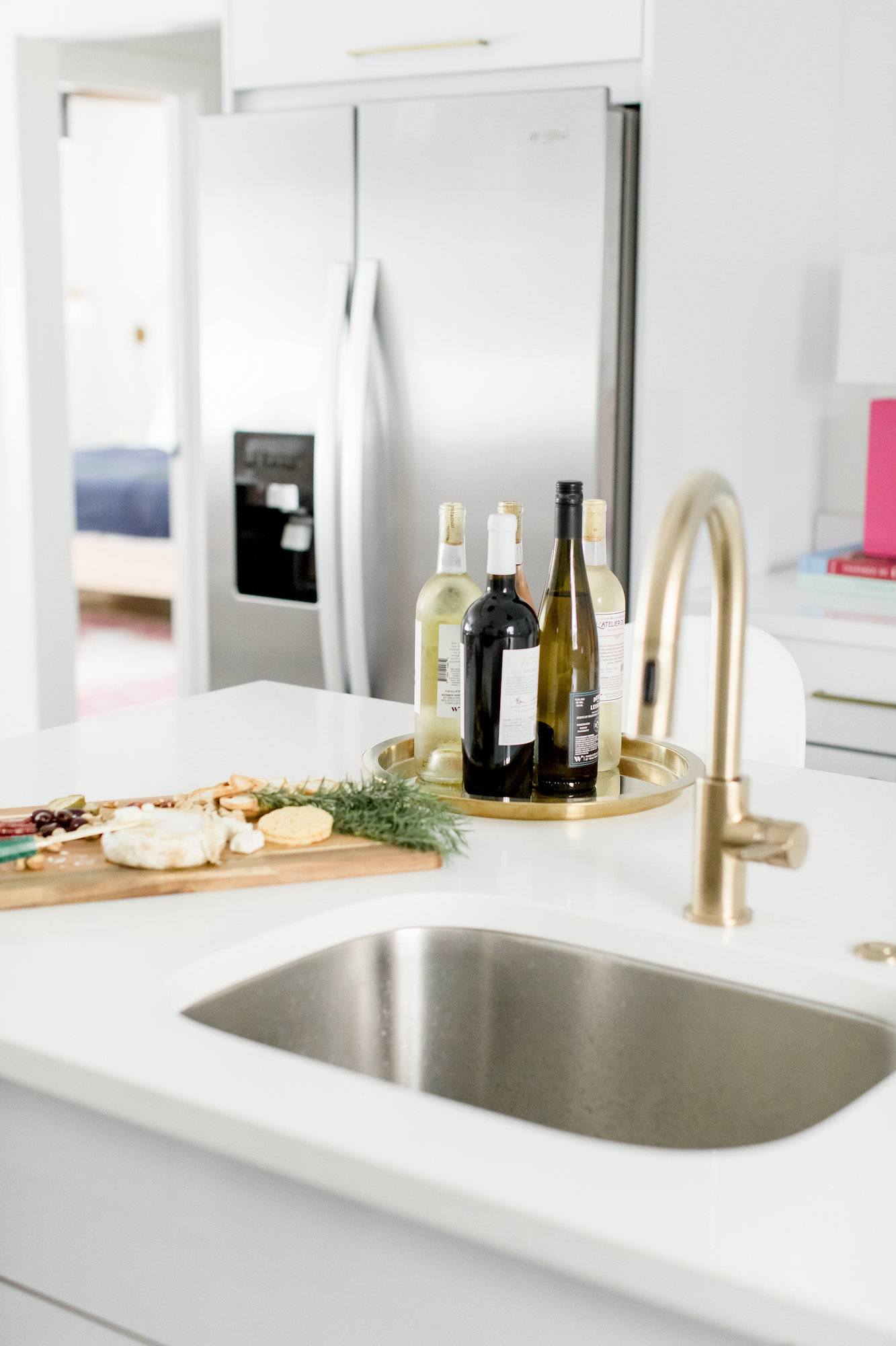 mid-century-modern-vacation-rental-the-park-kitchen-winde-cheese-board-web-res.jpg