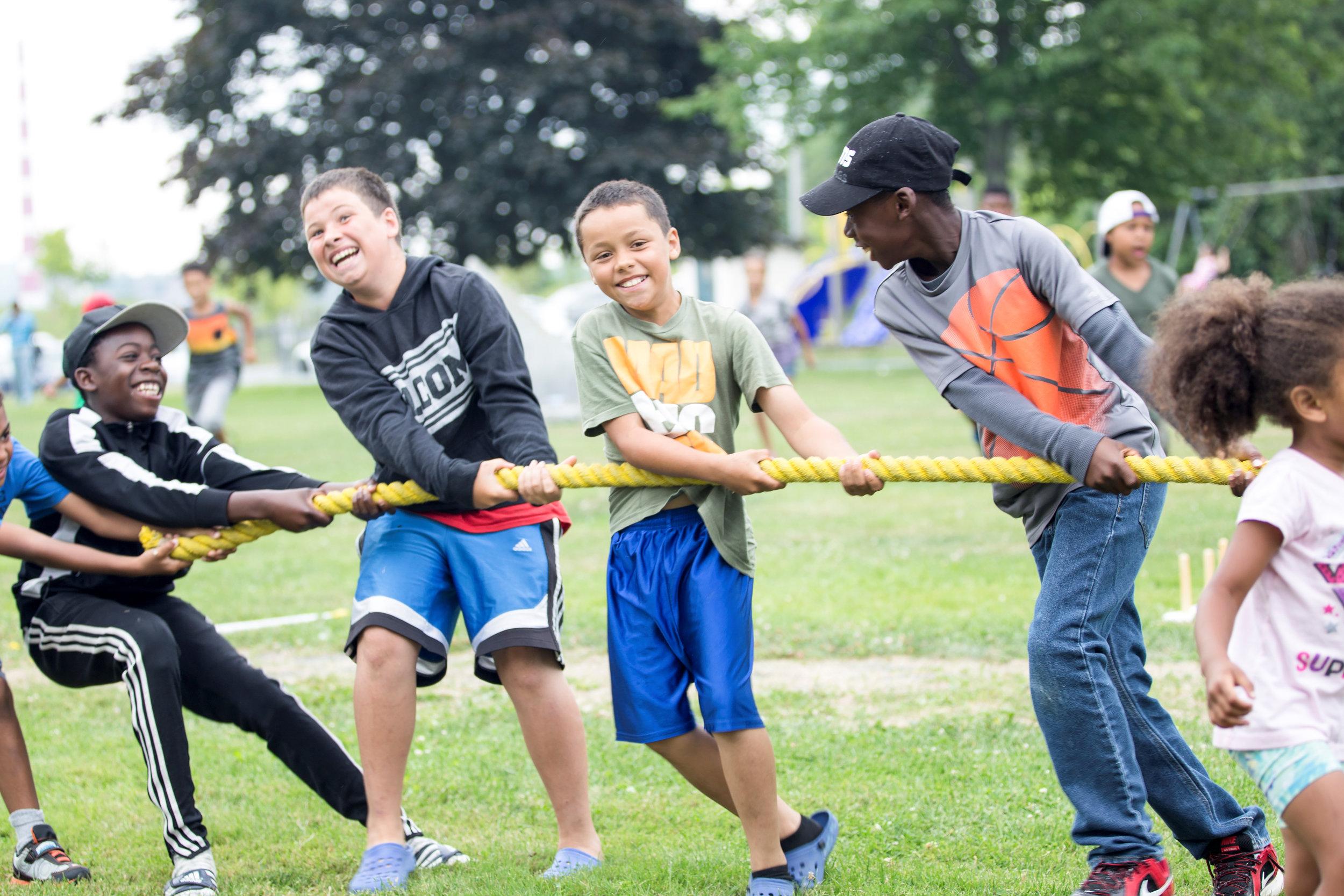 Ça nous concerne tous et toutes. - Il y a plusieurs façons de s'impliquer avec UpLift. Que ce soit en tant que bénévoles, partenaires ou donateurs, nous avons tous et toutes un rôle à jouer dans la création d'un environnement plus sain où nos enfants peuvent apprendre et se développer.