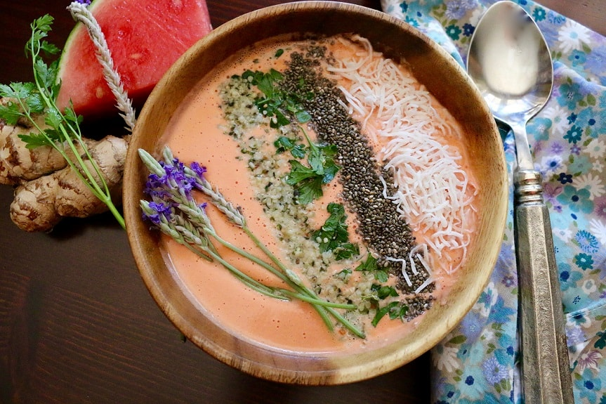 Watermelon ginger smoothie bowl - Cashews, chia seeds, and hemps seeds are brought together in this recipe to provide an extra boost of protein and fiber!Find the recipe HERE