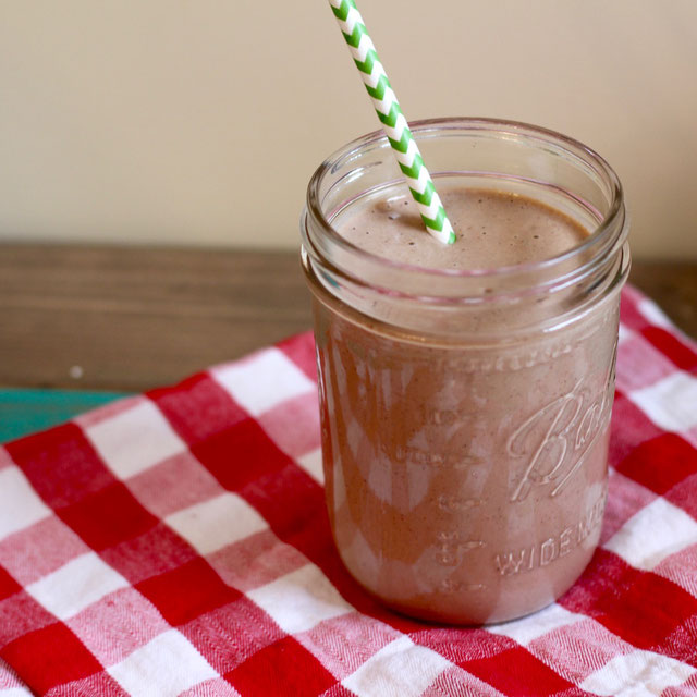 Healthy Coffee Smoothie - Skip the coffee shop and make this mocha frap without the added sugar.Grab the recipe HERE