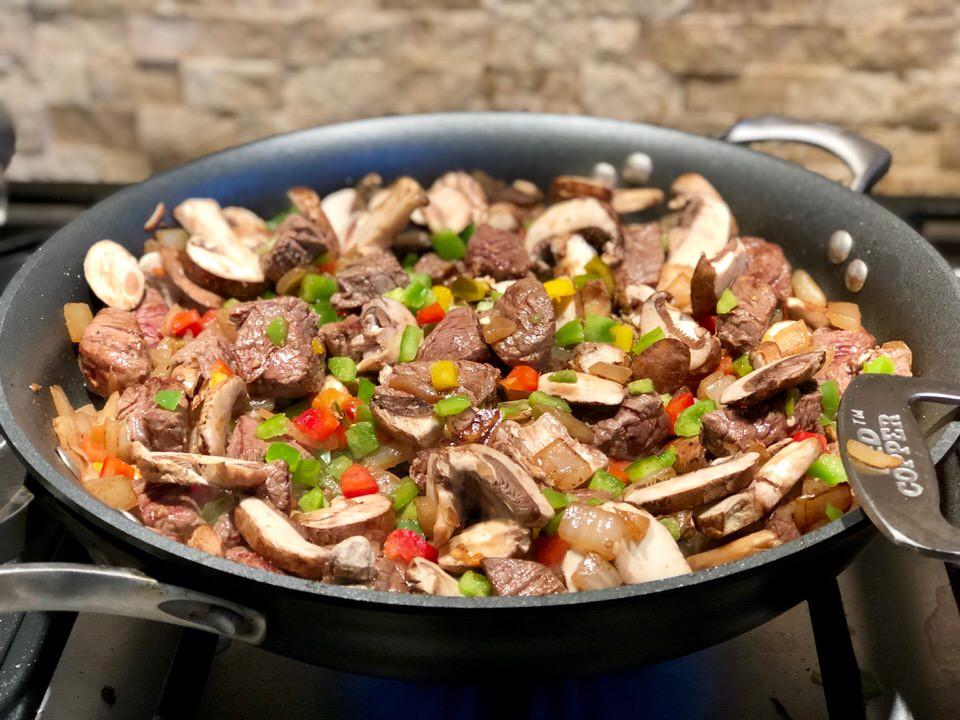 Filet salteado cooking in a pan.