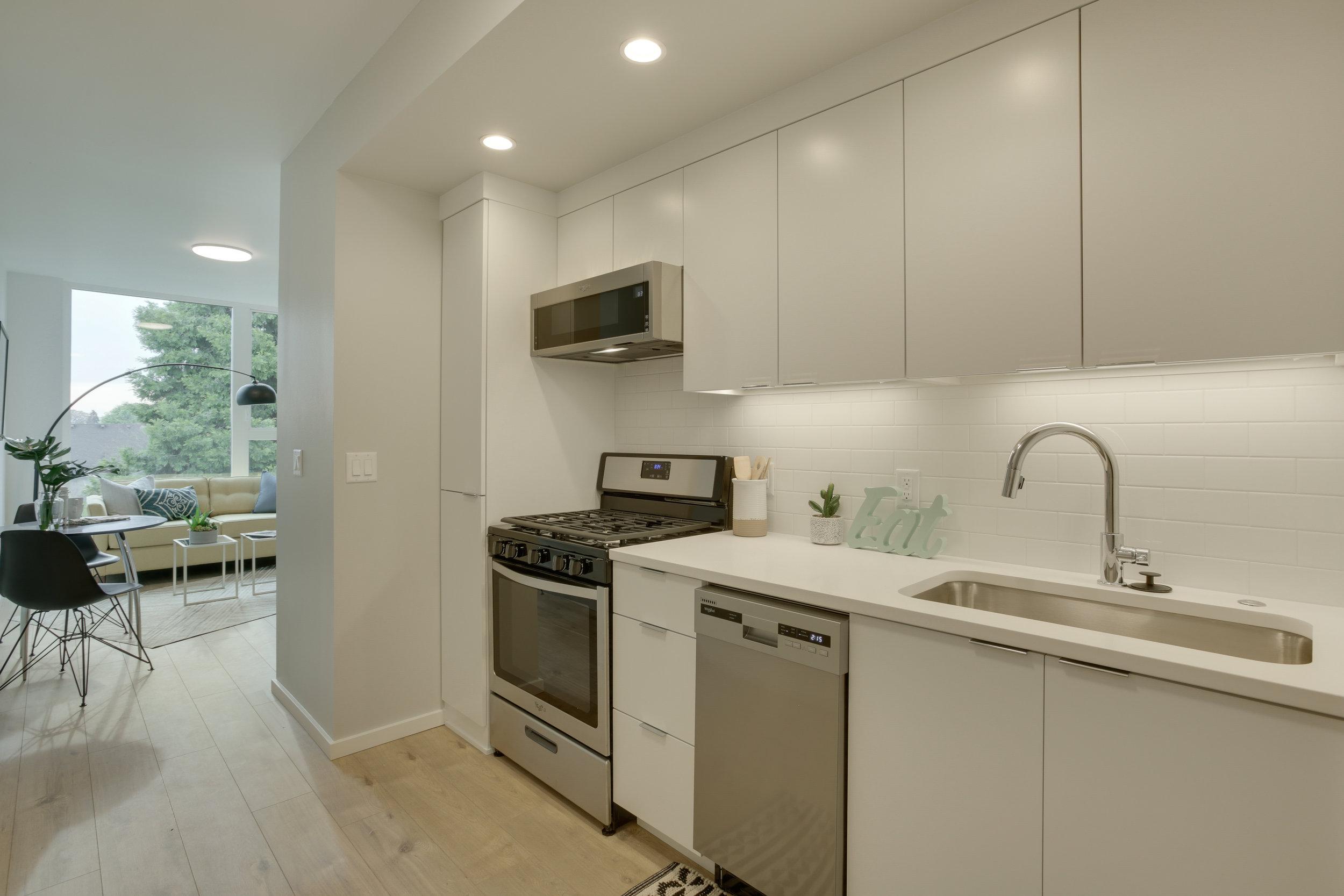 7 kitchen unit 304.jpg