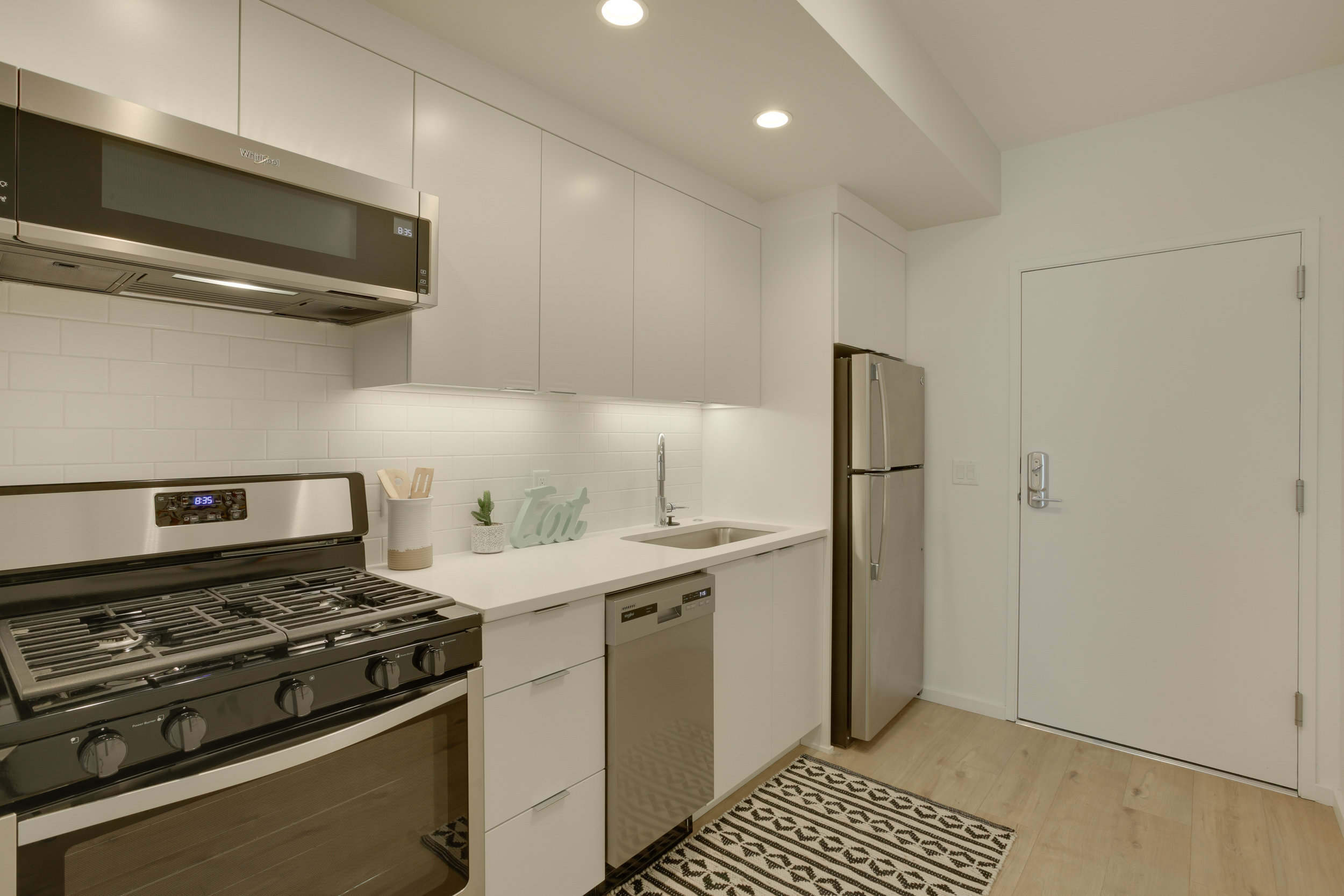 8 kitchen2 unit 304.jpg