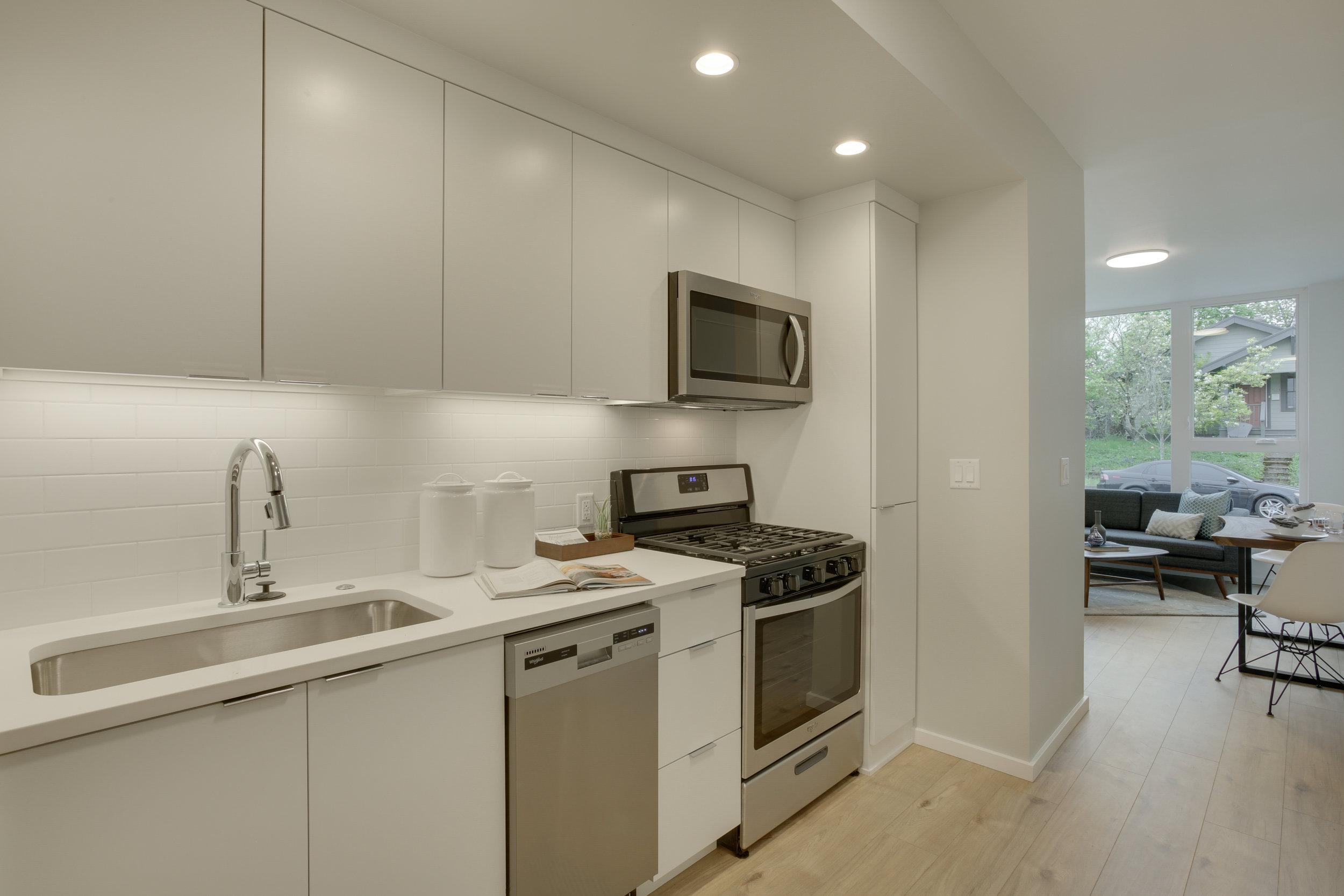 16 kitchen 102.jpg