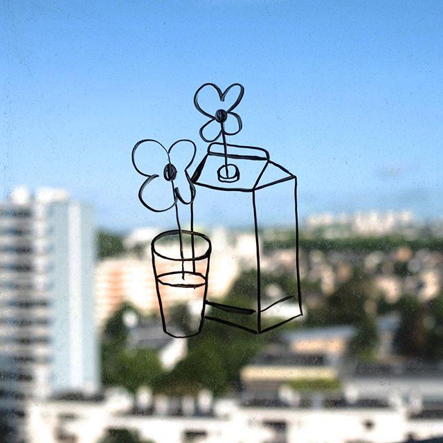Quand tu n'as plus de carnet et que tu fais tes croquis directement sur les vitres de l'appartement 👀 . . #streetart #rennes #posca #art #illustration #design #sketch #creative #artwork #inspiration #artist