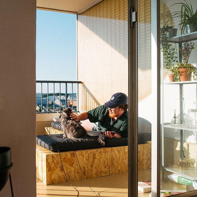 On passe nos journées sur la terrasse avec @lajoliedenise & @louetberthe à «travailler» 🌞 sur @vraimentsympa / @studio_vraimentsympa & @tire.fesses