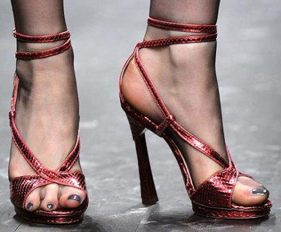 women-feet1.jpg