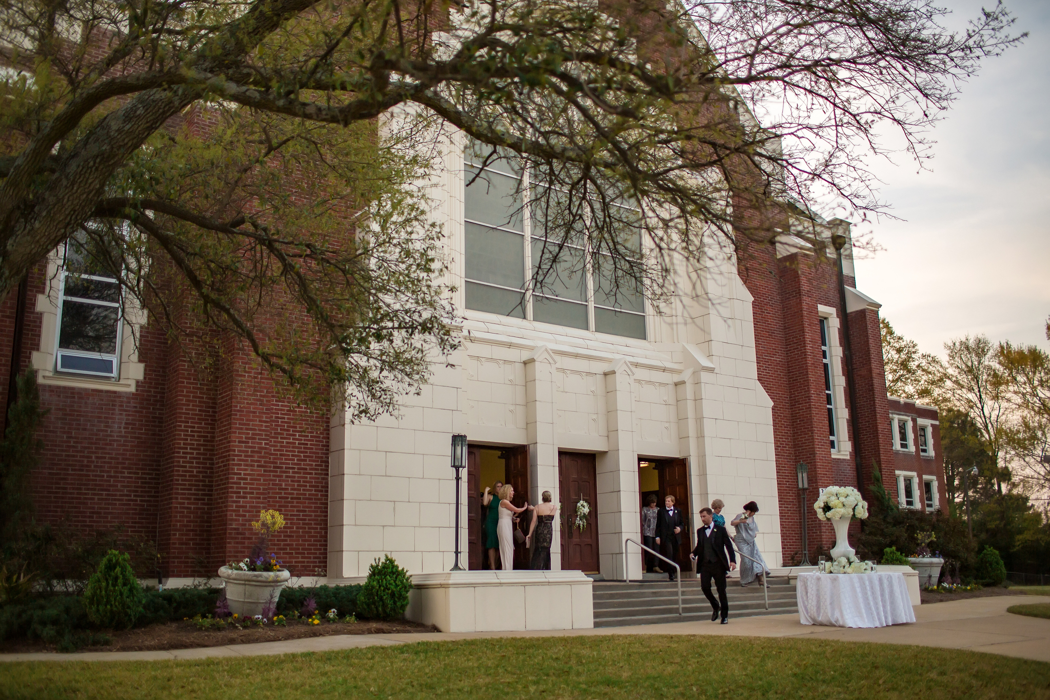 about the venue - The beautiful and history sanctuary at Fondren Church holds 700 people comfortably. Schedule a tour today!