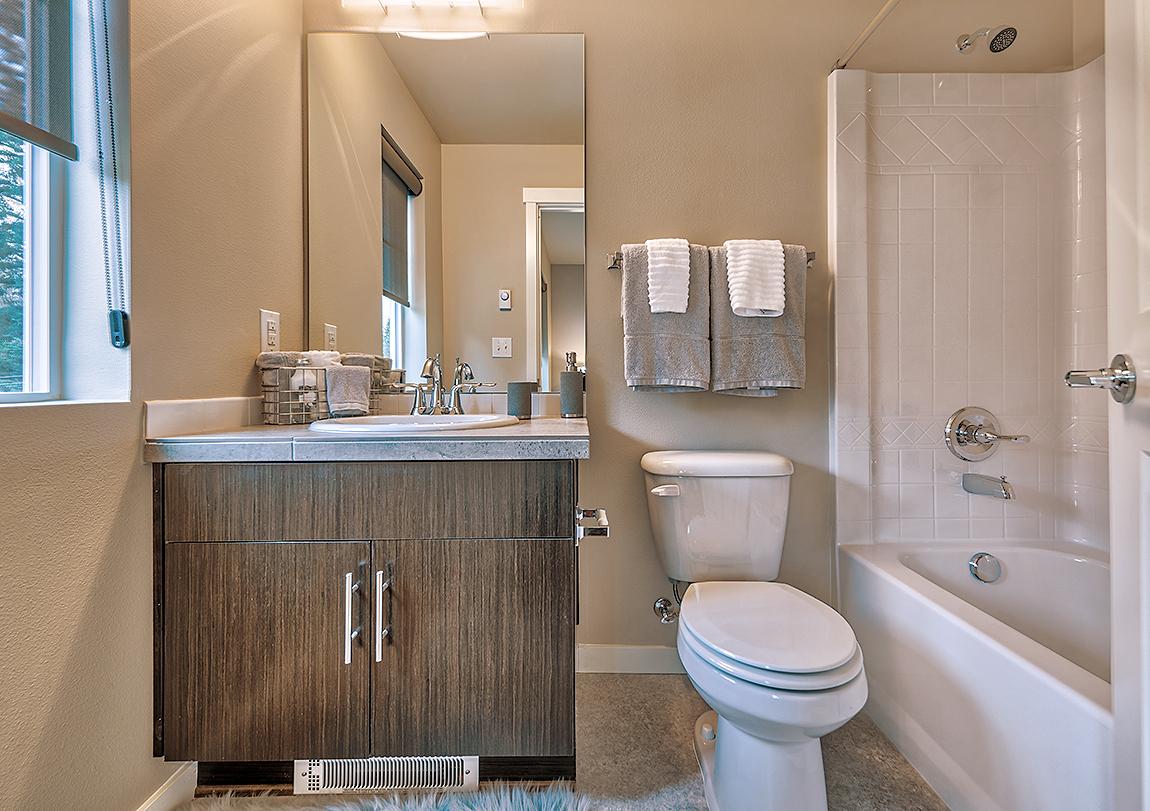 BR+2+ensuite+bathroom.jpg