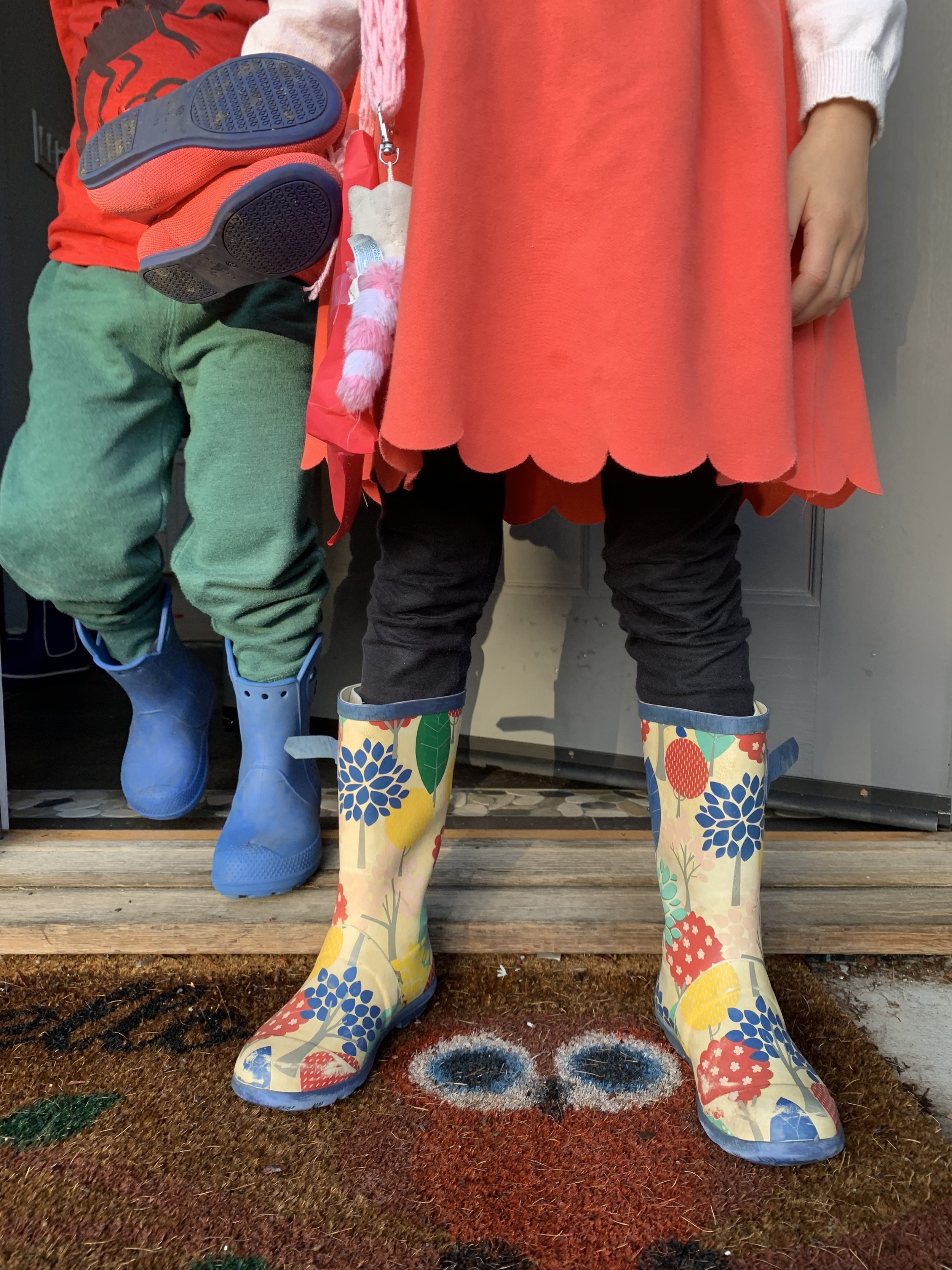 - My memories of growing up in the UK was set in the backdrop of gray and rain, which is why it's no surprise that the Brits nail the rain in style. Wellies (aka rain boots) come to mind. The most famous brain is of course Hunter (overpriced). Joules is another well-known UK brand that makes cute wellies. Given most days are gloomy over there, it's no wonder they try to bring the sunshine through their boots. Gotta love the navy raining dogs design. Boots are tall enough for even the deepest puddles - as reported by Emmy!