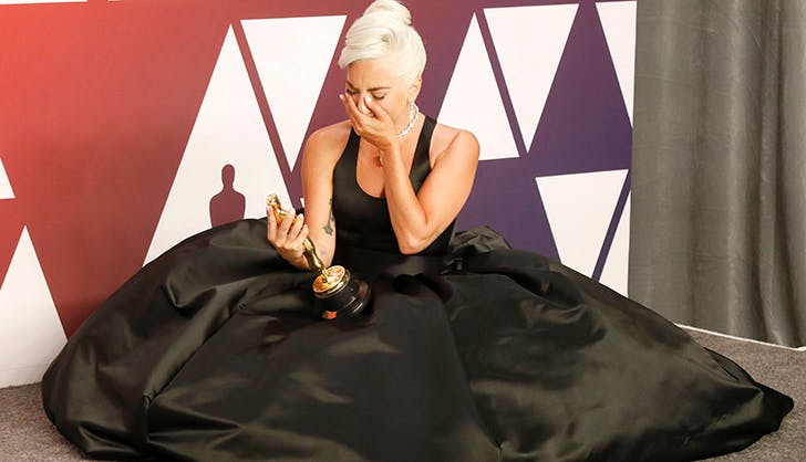 lady_gaga_crying_with_her_oscar_3.jpg