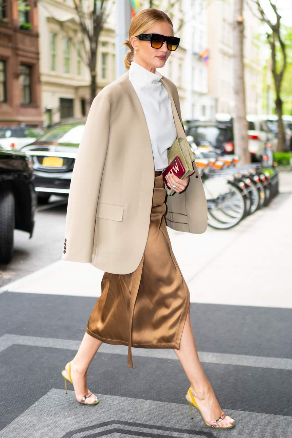 Rosie Huntington-Whiteley in NYC.jpeg