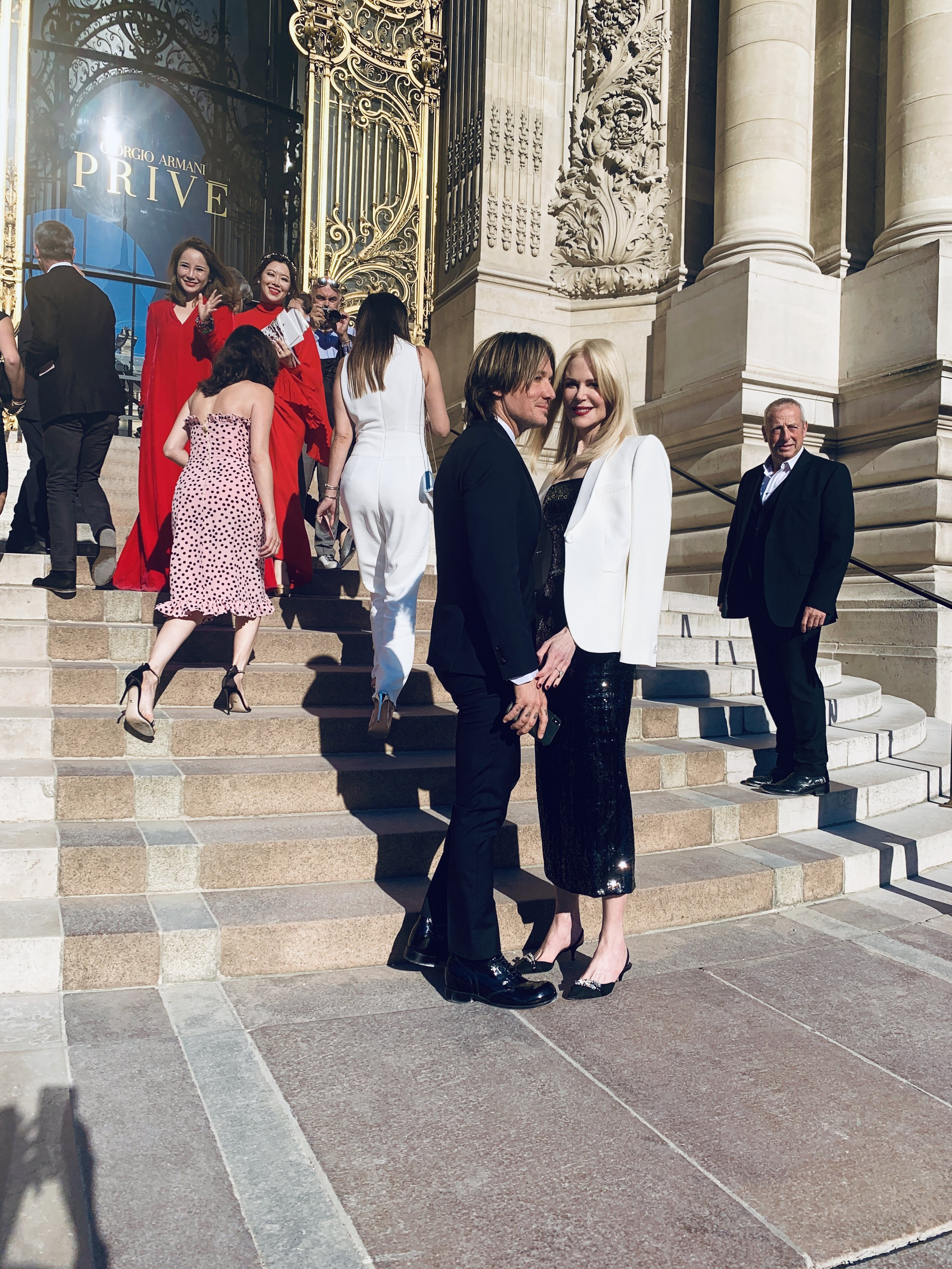 1/6 Nicole Kidman & Keith Urban arrive at Armani Privé Fall 19 Couture