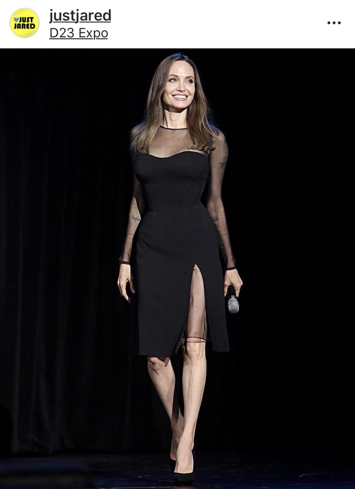 Angelina-Jolie-in-Versace.jpg
