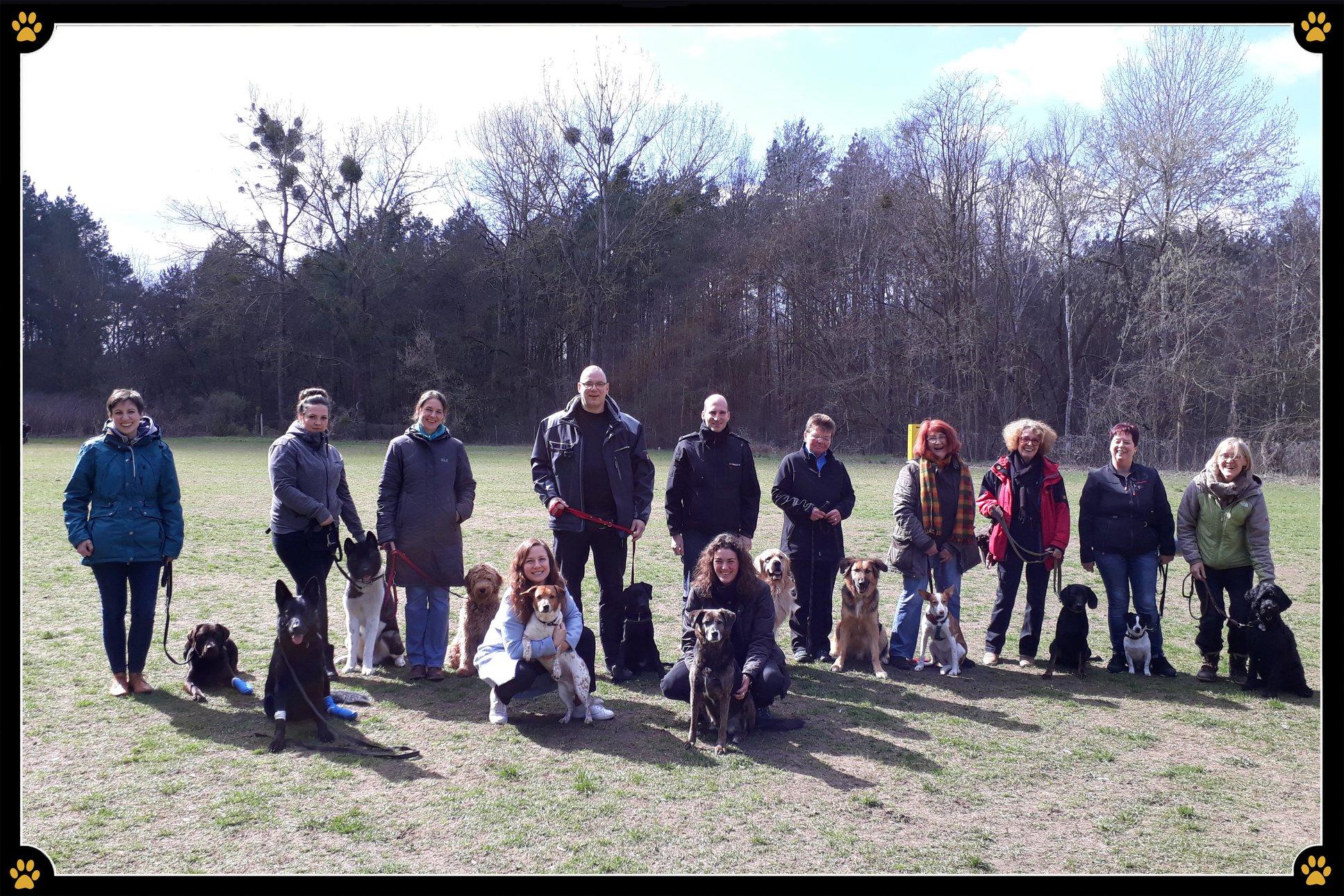 """JoBaDog """"Erste Hilfe am Hund"""" Seminar - Richtiges und zügiges Handeln bei einem Notfall kann Leben retten! 💛Beim """"Erste Hilfe am Hund"""" Praxisworkshop lernten die JoBaDog Hundeschüler Gefahrensituationen zu erkennen, zu beurteilen und damit im Notfall keine wertvolle Zeit zu verschenken. 💪🏻Vielen herzlichen Dank an die wunderbare Tierärztin Claudia El-Rawas und die Tierheilpraktikerin Nicole Madsack aus der Praxis Bolek & Co, für einen großartigen Workshop in dem keine Fragen mehr offen blieben.😊🐶"""
