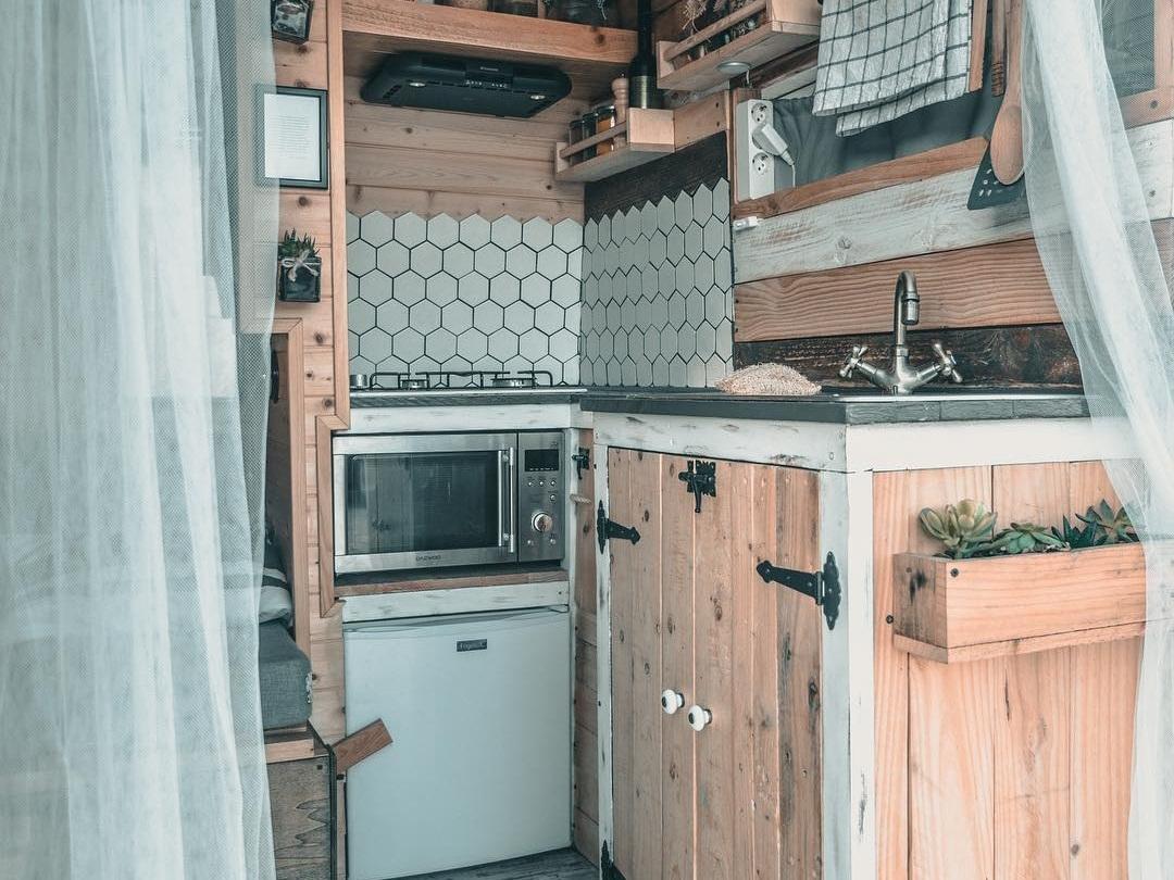 ve kitchen2.jpg