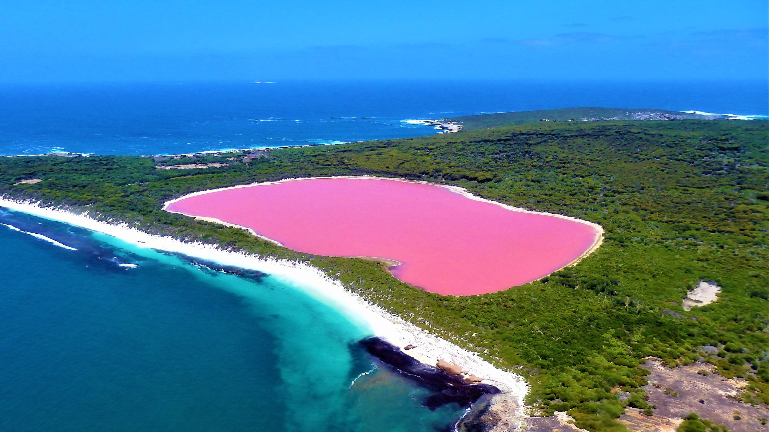 Lake Hillier looking southeast
