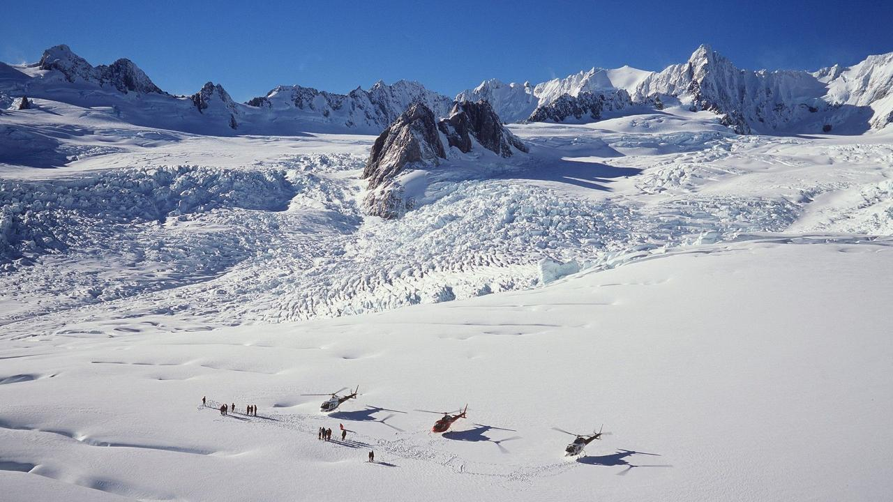 e98f59a6b24a48539ae340d892af49fdFox_Glacier_Neve_SnowLanding_lg.jpg