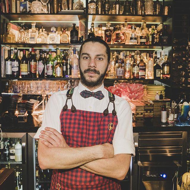 Con todos vosotros… el gran Filippo. Cada cóctel suyo está lleno de calidad y buen rollo a raudales, un espectáculo 👏👏🔝. . . .  #SalmonGuru #DiegoCabrera #imbibegram #imbibe #craftedmixology #drinksofinstagram #mixologyguide #bestbars #worldsbestbars #bartenderstyle #instacocktail #instabar #coctelería #mixology #cocteles #cocktail #cocktailtime #bar #gastronomia