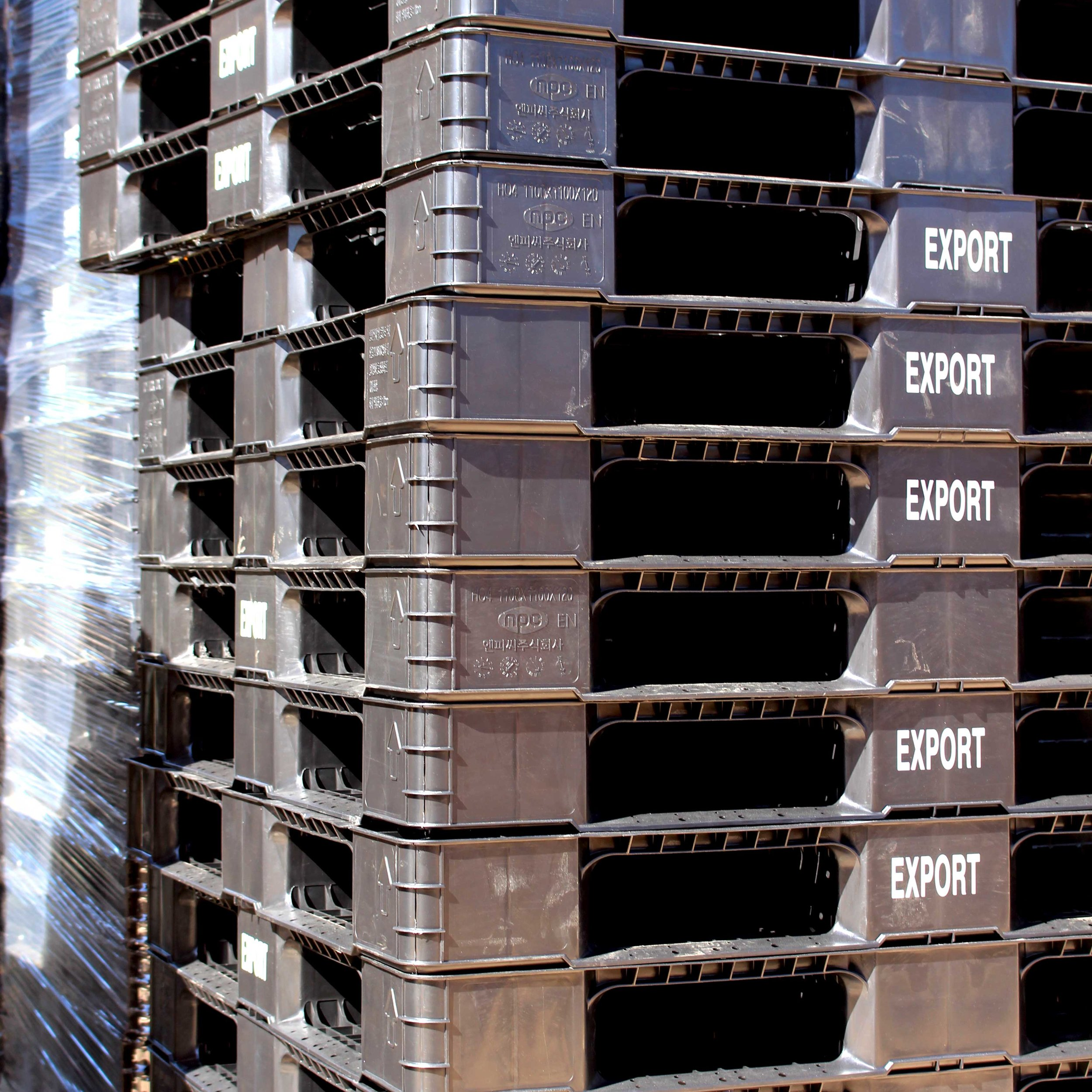 RECYCLED PLASTIC PALLETS -