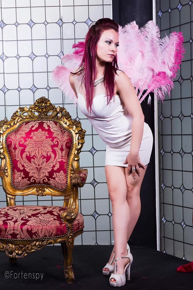 Miss Shiby Sweety - BURLESQUE SHOWGIRLMODEL • FIREDANCERPOLEDANCERPOLESQUE PERFORMER