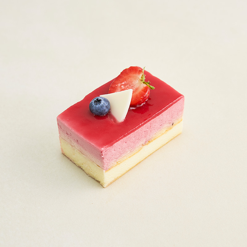 Mansikka-Vadelma-Valkosuklaa kakkupala