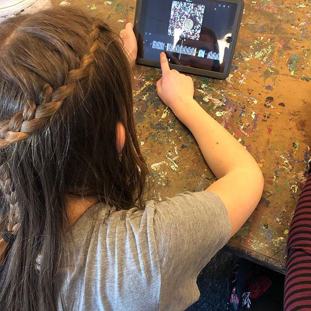 Kunst videoer på Skovbo Billedskole #videokunst #børnekunst #kunst #performance