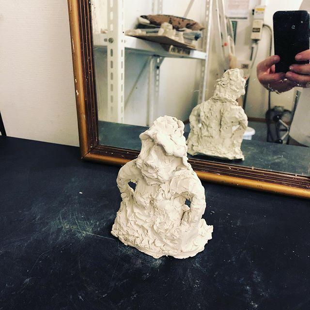 Så arbejder Skovbo Billedskole med skulptur.. Inspiration af #sonjaferlovmancoba #børnekunst #clay